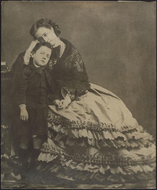 Eugenia de Montijo, emperatriz de Francia Eugenie_and_her_son