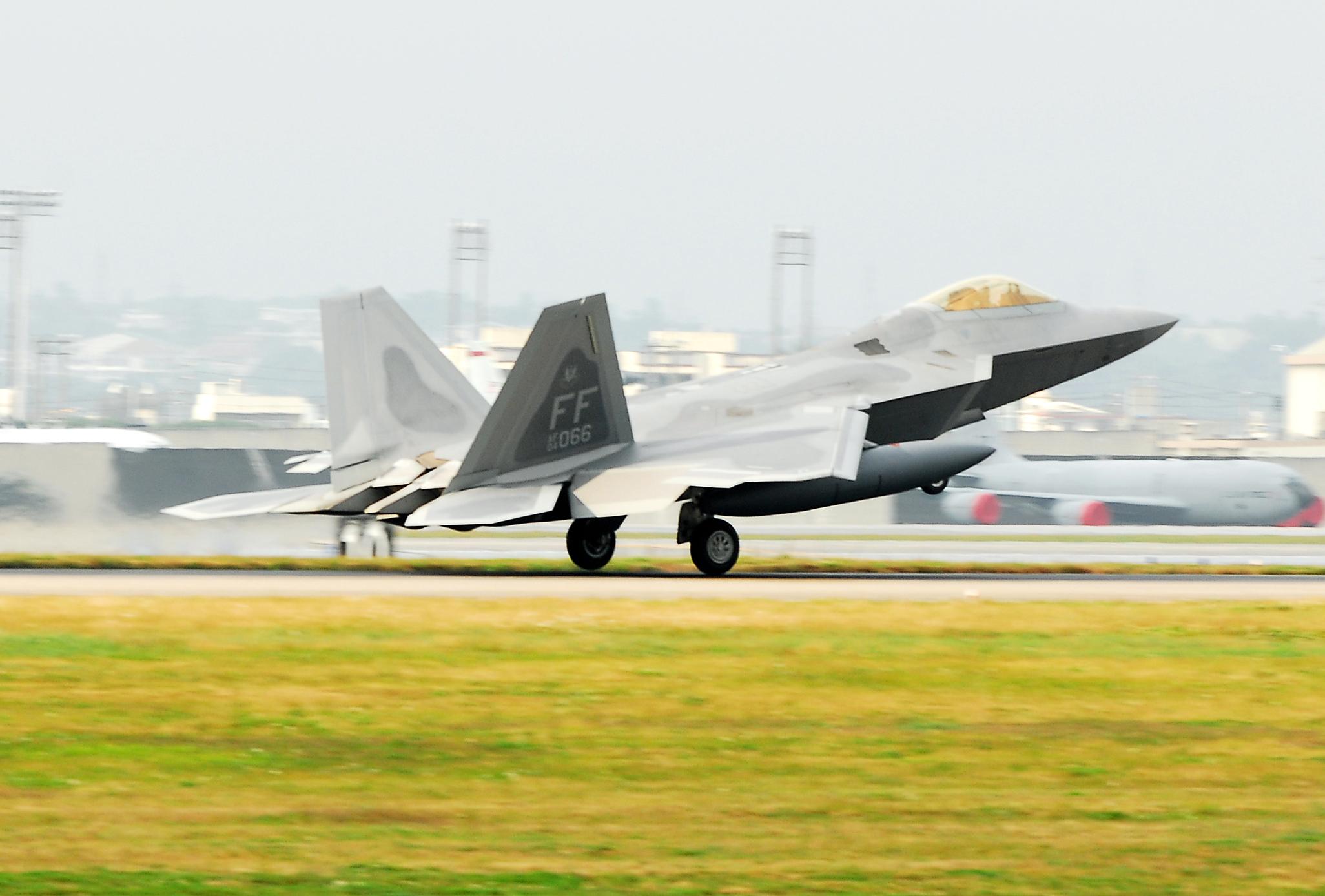 F 22 (戦闘機)の画像 p1_40