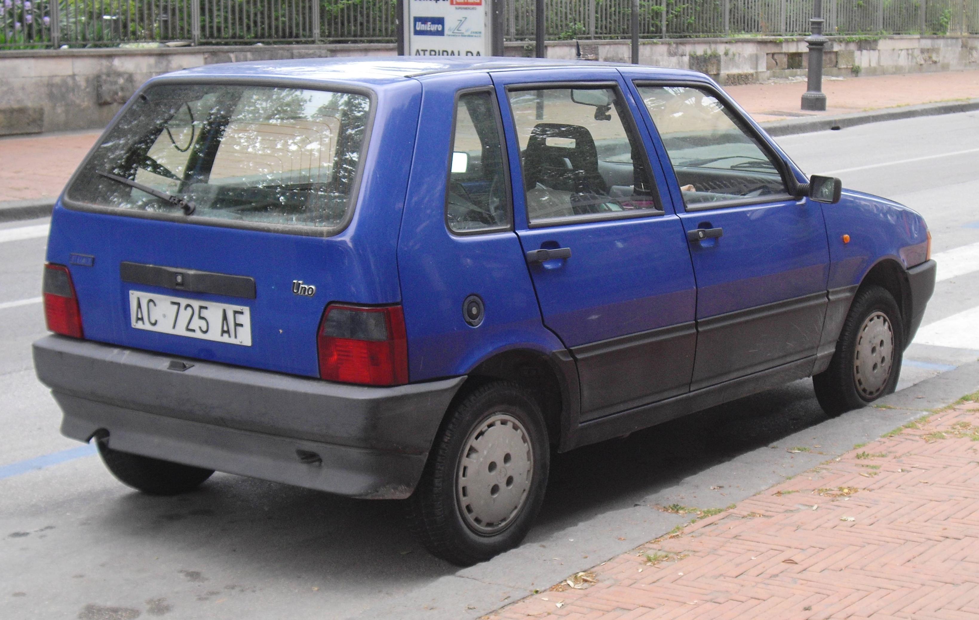 http://upload.wikimedia.org/wikipedia/commons/9/9d/Fiat_Uno_facelift_5-door.JPG