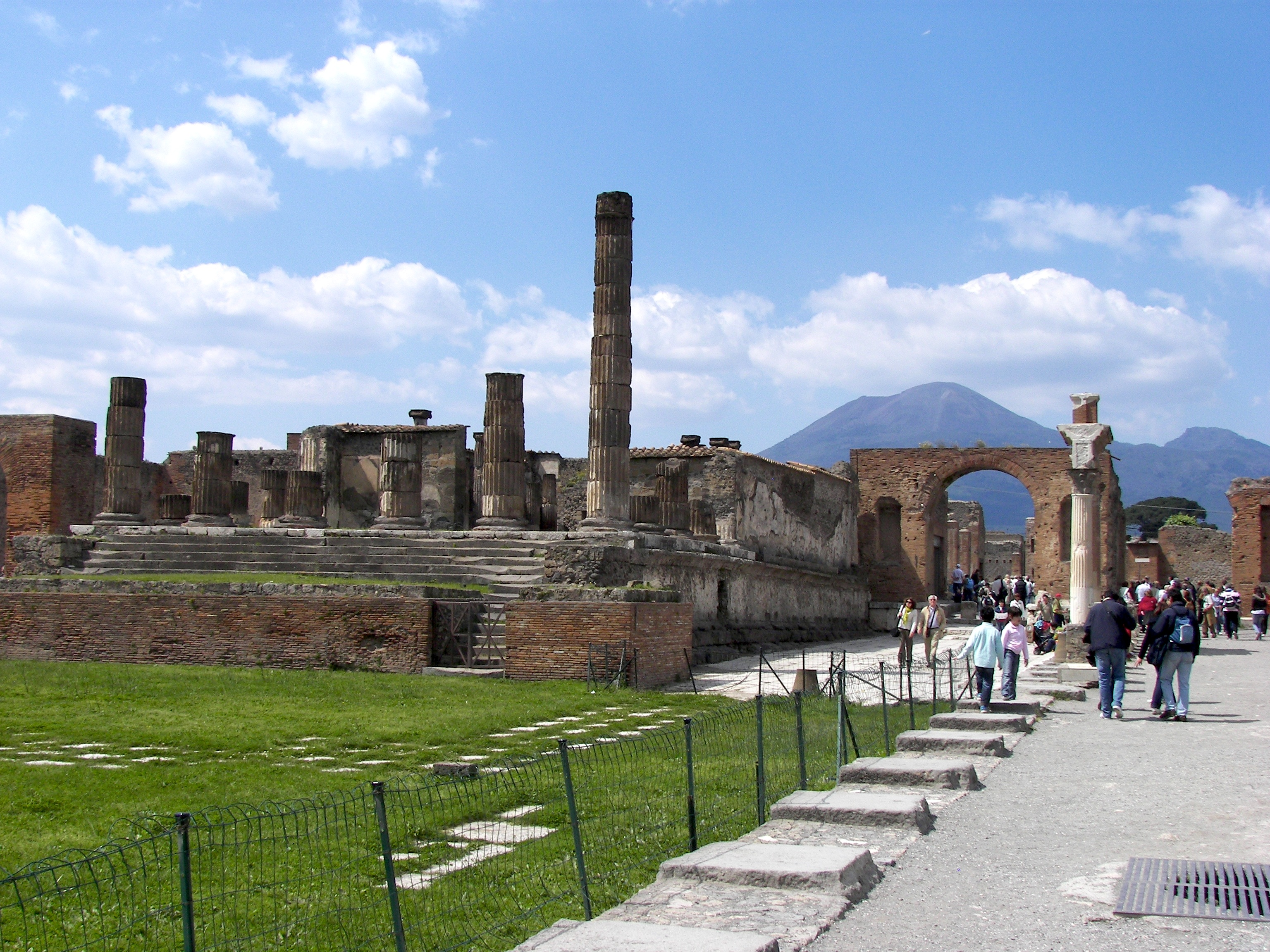 Day Trip from Rome to Pompeii and Herculaneum