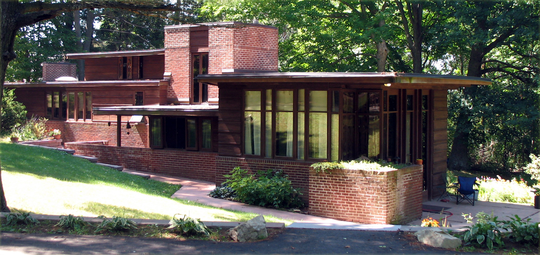 Usonian arbor builders bend home builders for Frank lloyd wright house design