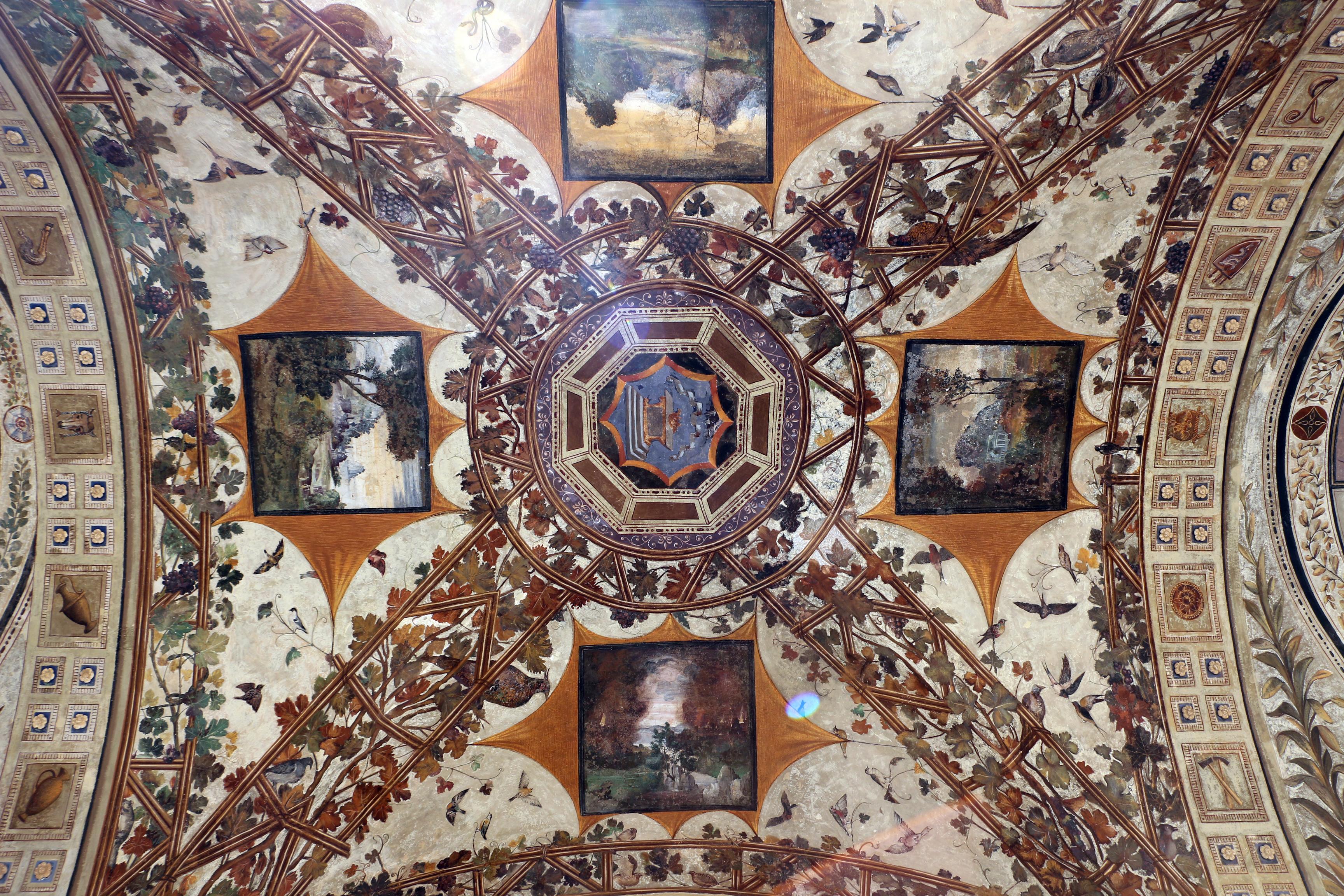Giorgio di Giovanni, grottesche della loggia del cortile di palazzo chigi-saracini a siena, 02.JPG