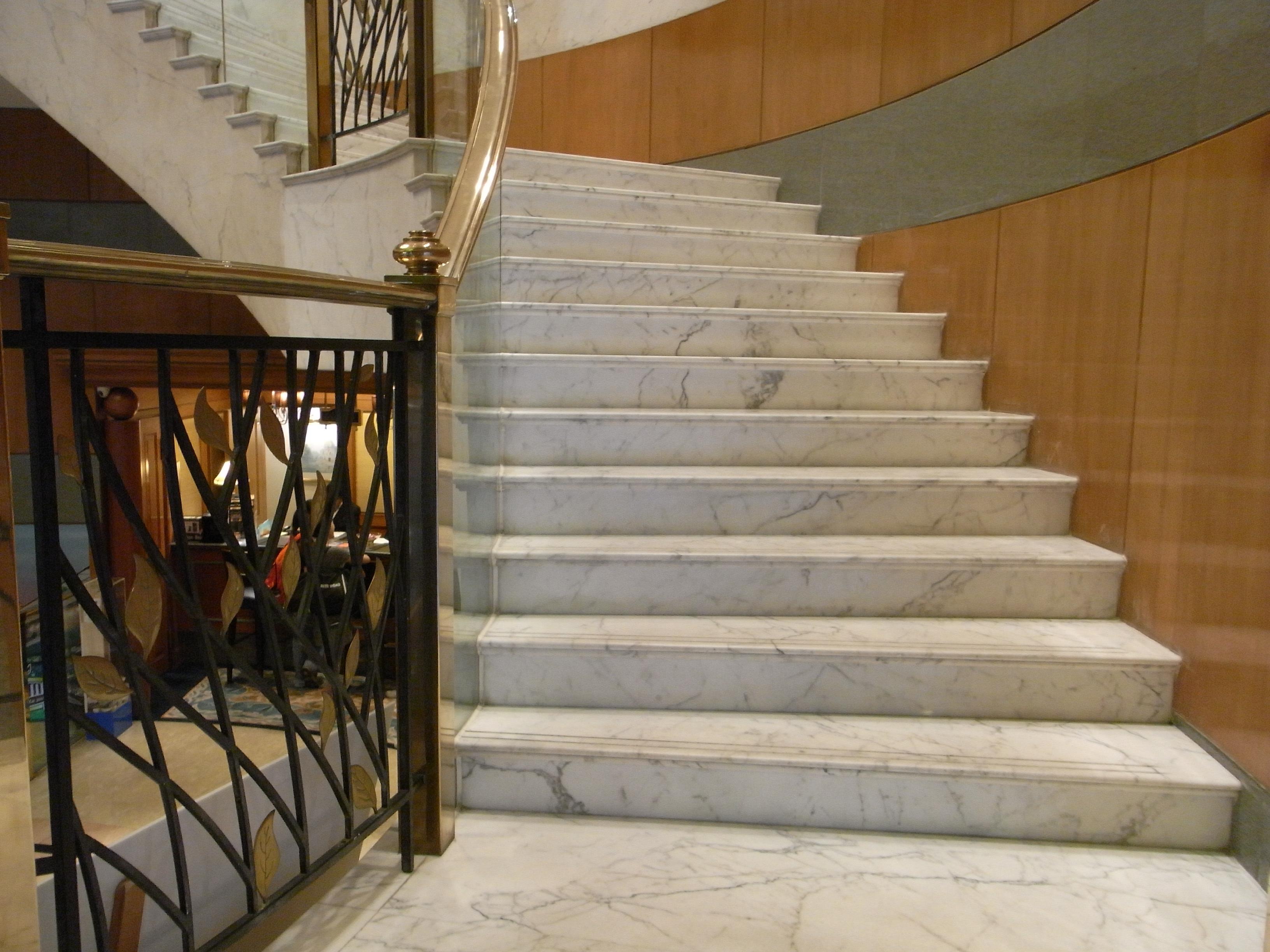 File:HK Wan Chai 灣仔 利景酒店 Charterhouse Causeway Bay Hotel White Marble Laddy