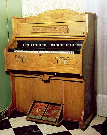 feet pumped harmonium