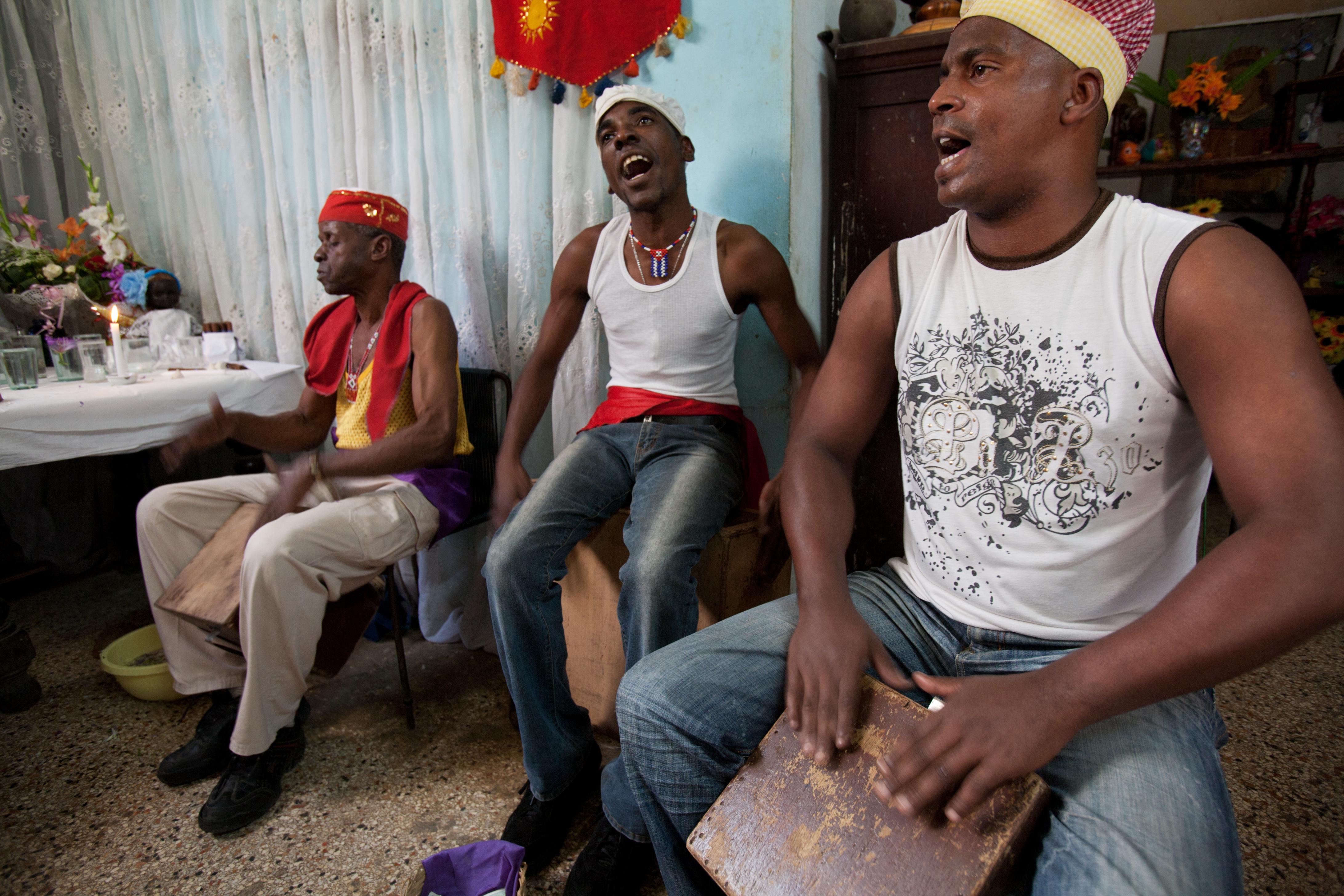 https://upload.wikimedia.org/wikipedia/commons/9/9d/Havana_-_Cuba_-_0675.jpg