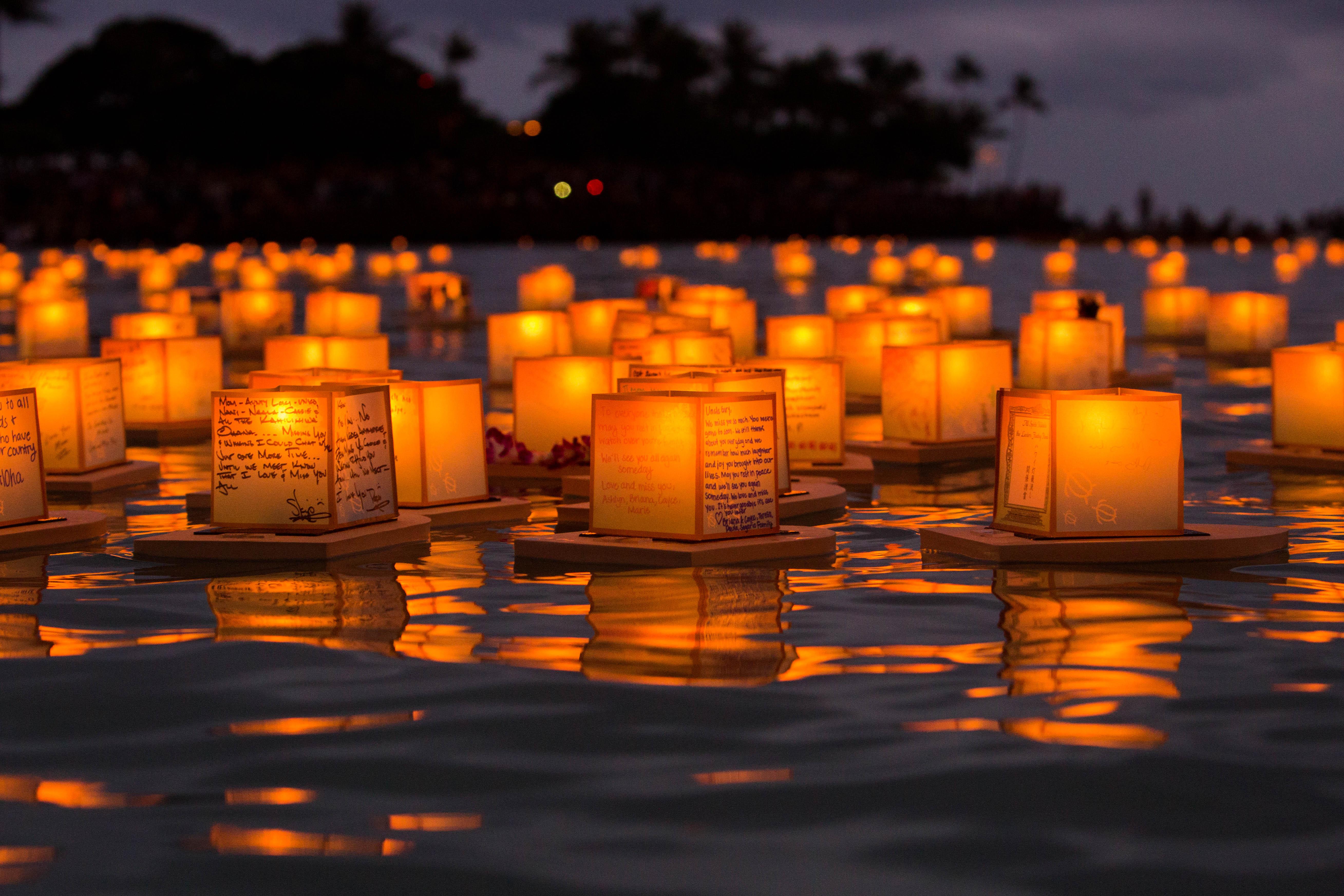 file hawaii lantern floating ceremony 2016 27299206121 jpg