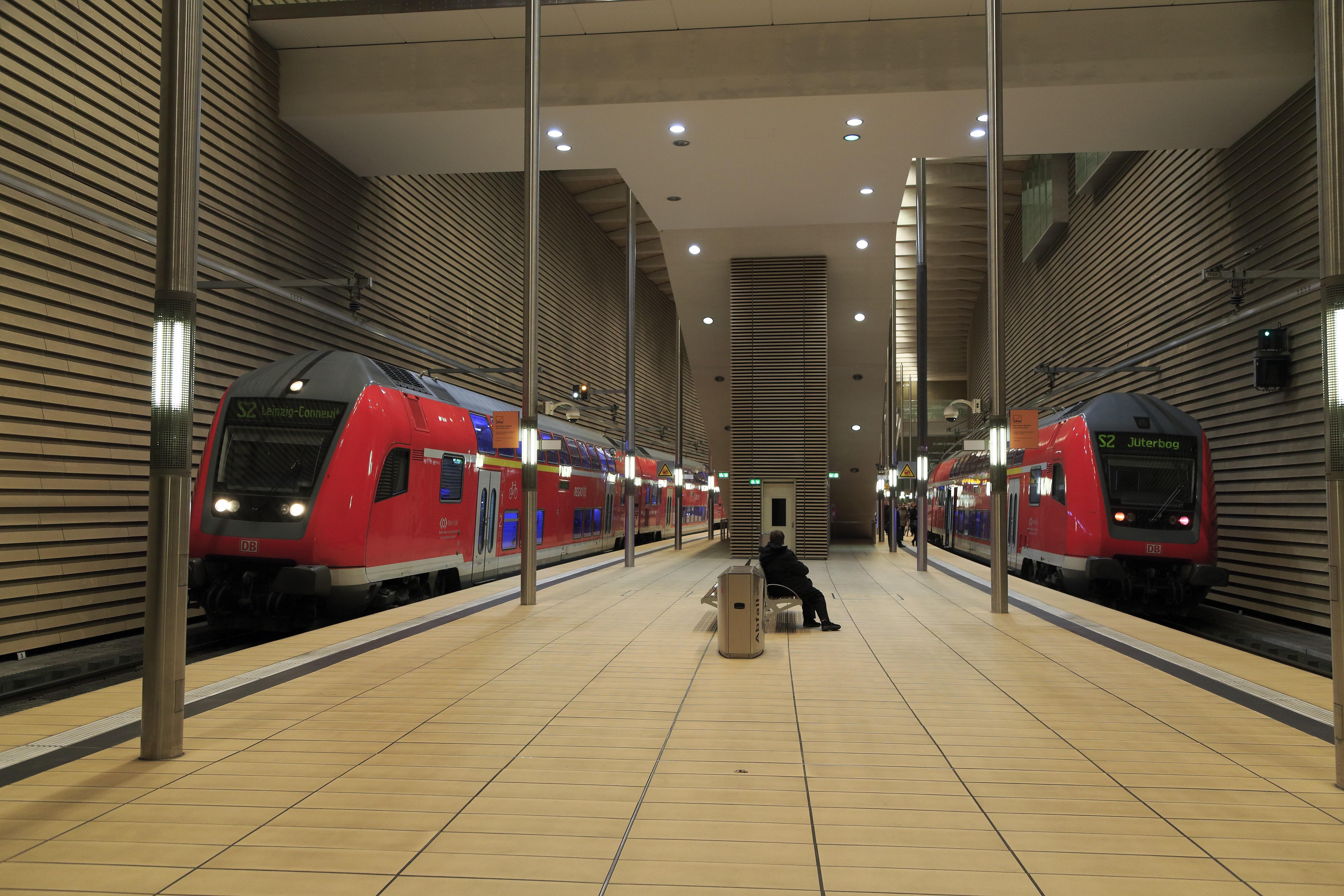 File:J24 669 Hp Leipzig Markt, 2 × DABpbzfa 767.2.jpg ...