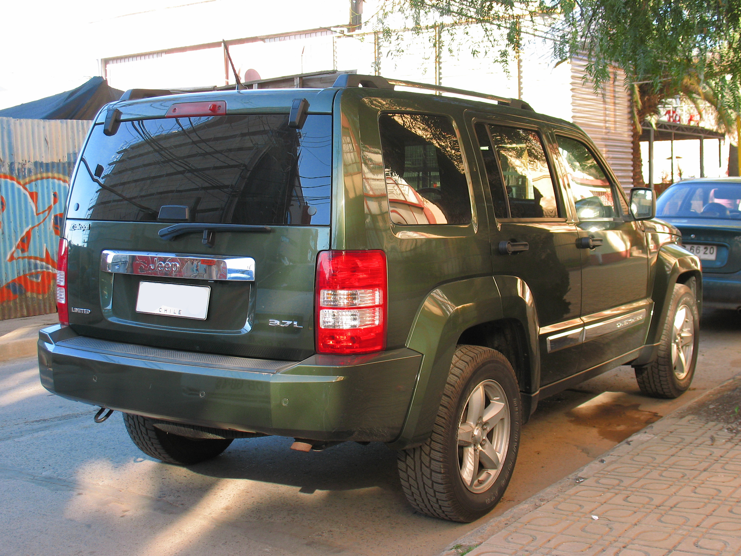 file:jeep cherokee liberty 3.7l limited 2009 (14475908335)