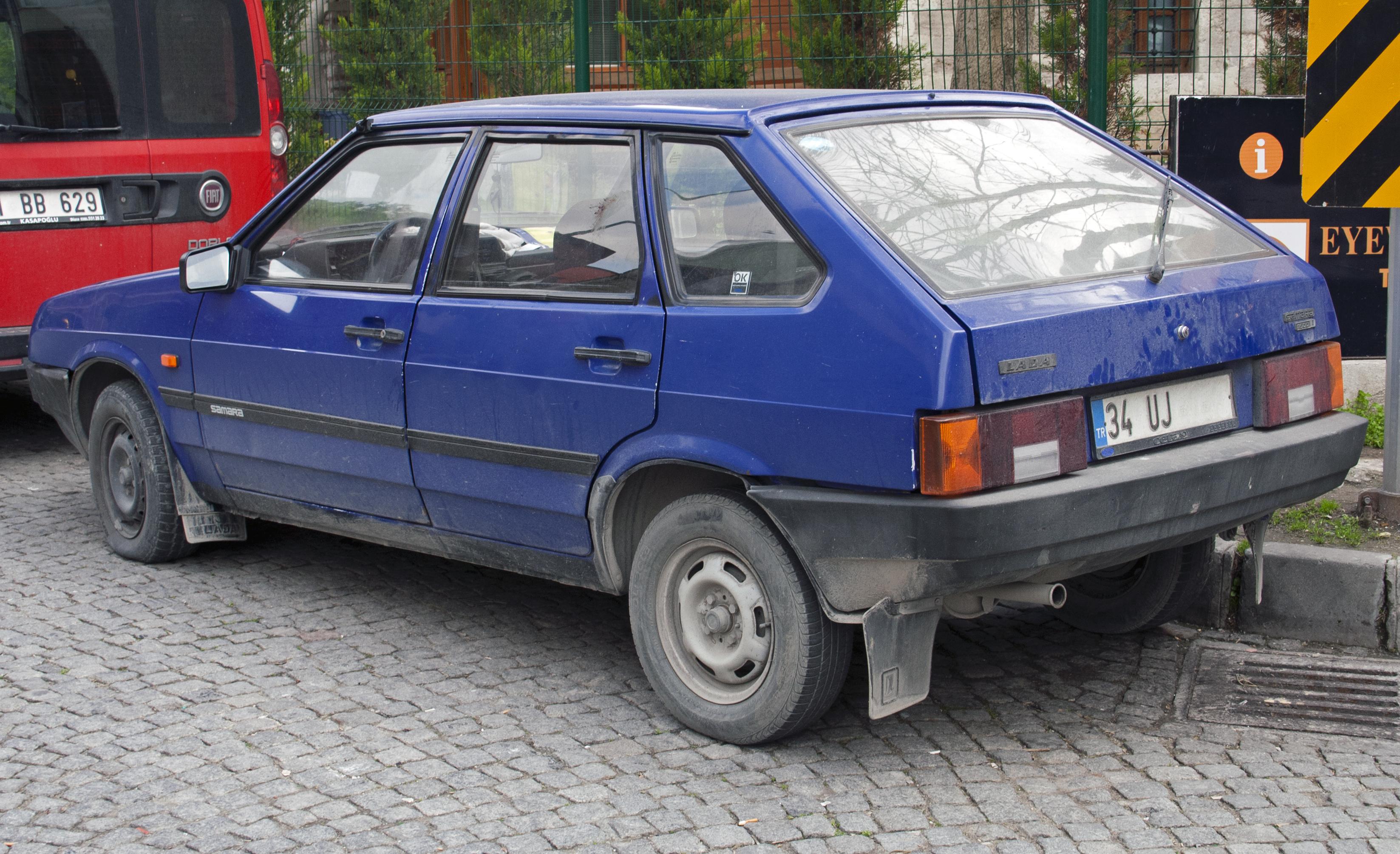 File:Lada Samara 1.5i 5dr rv.jpg - Wikimedia Commons