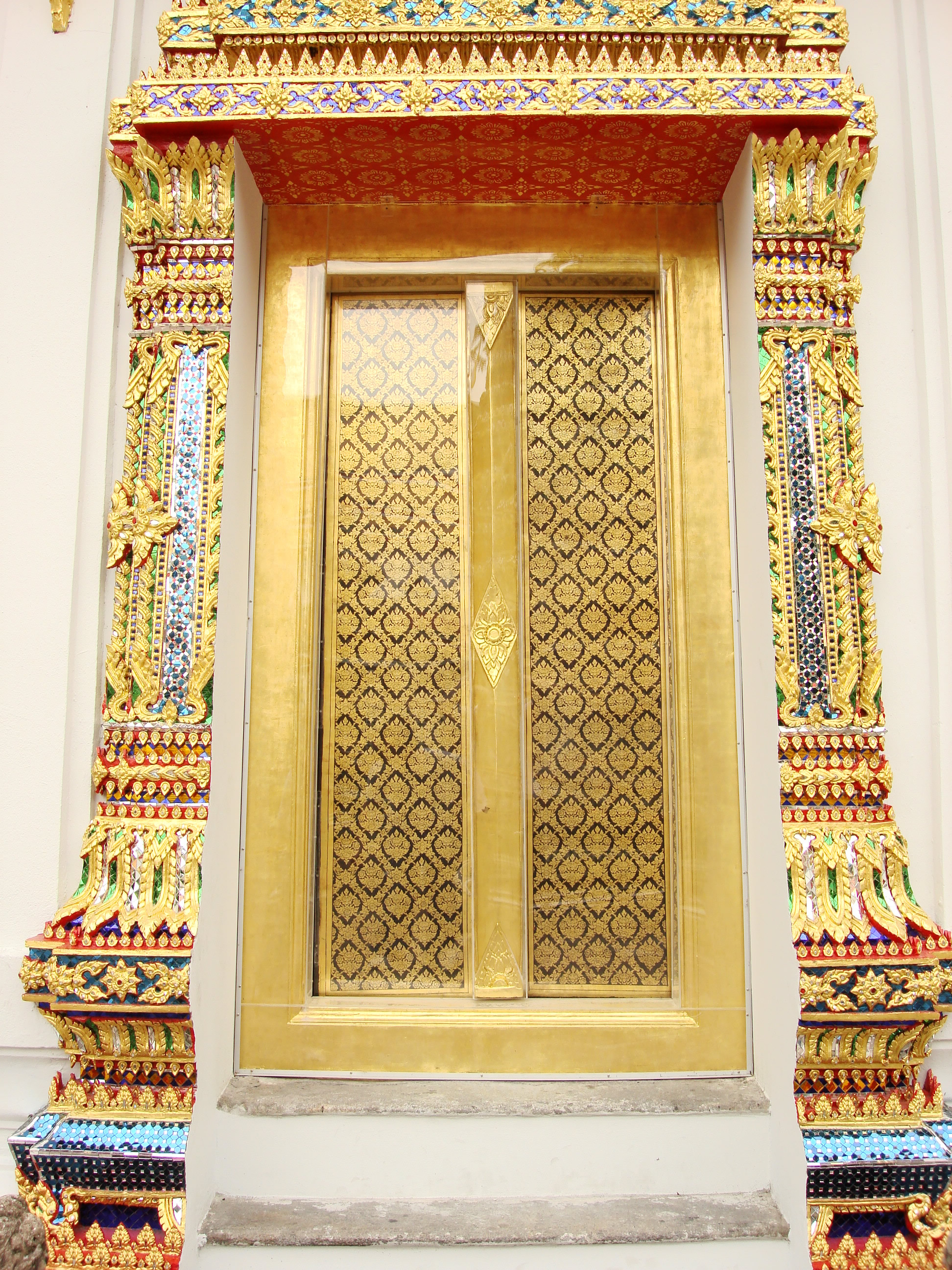 File:Lascar Gold Plated Door   Wat Pho (4509795510)
