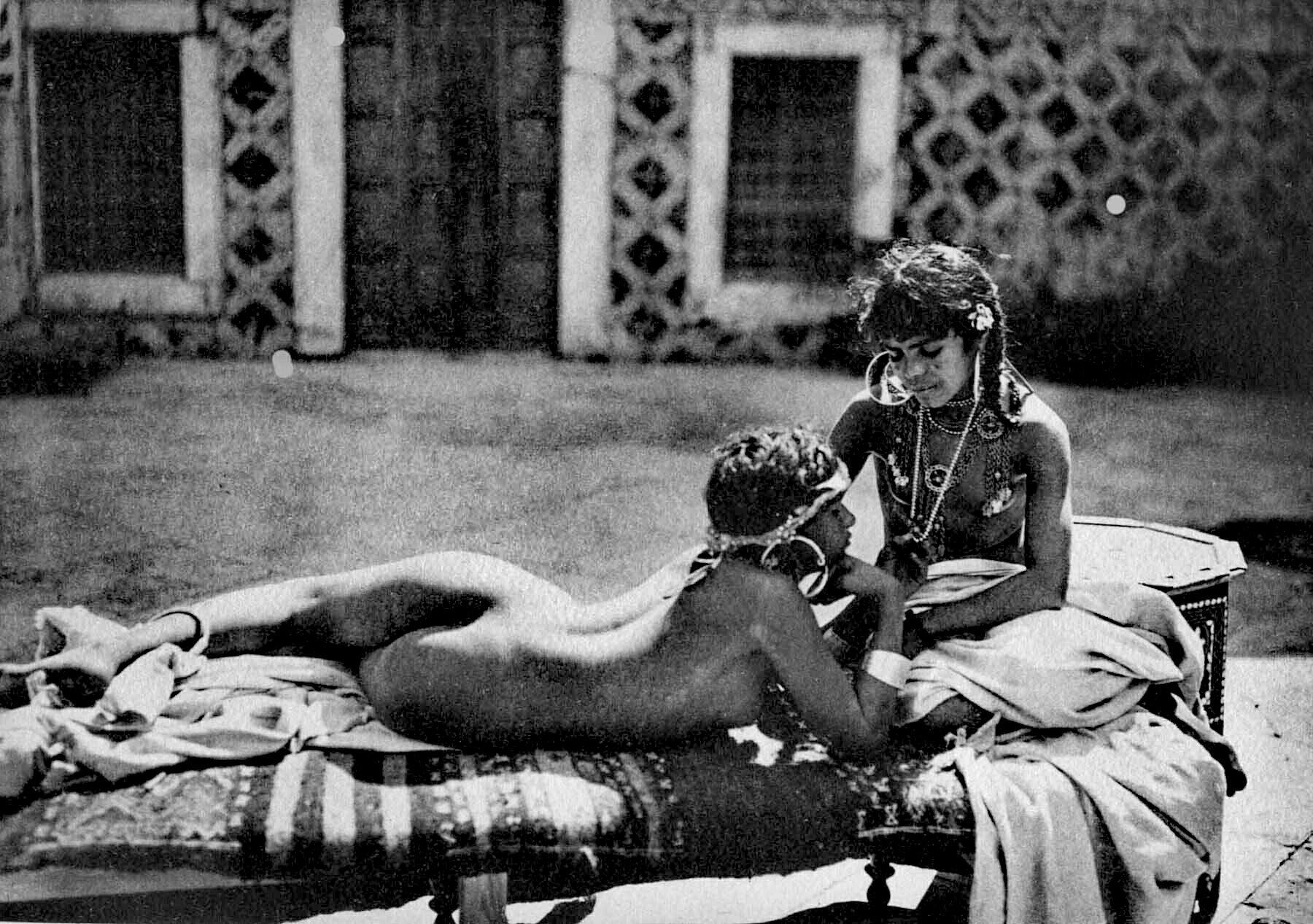 How women lived in oriental harems, or What they don't talk about in romantic films
