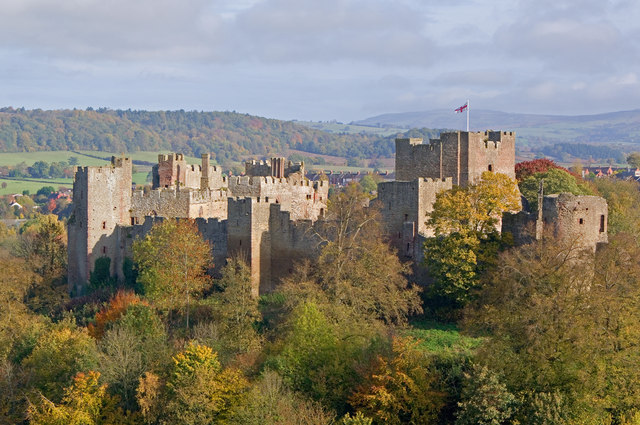 Ludlow Castle from Whitcliffe, 2010.jpg