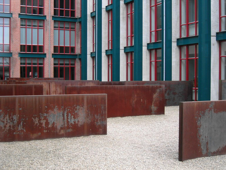 Maastricht, Bonnefantenmuseum, Richard Serra, Hours of the Day (1990).jpg