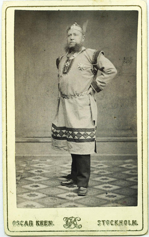 Man i frimurardräkt. Kabinettsporträtt - Nordiska Museet - NMA.0054191.jpg