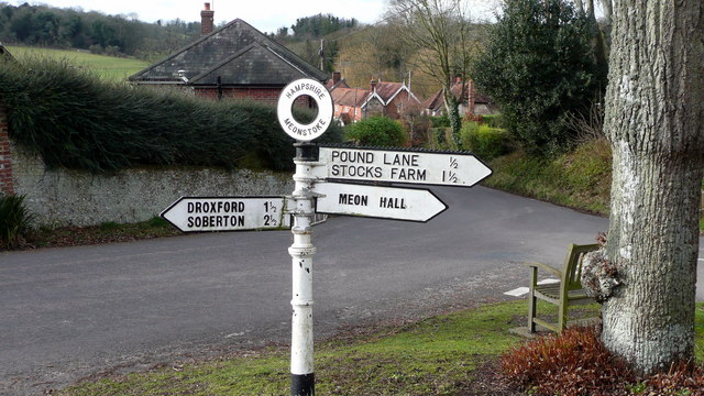 Meonstoke Crossroads - geograph.org.uk - 702933