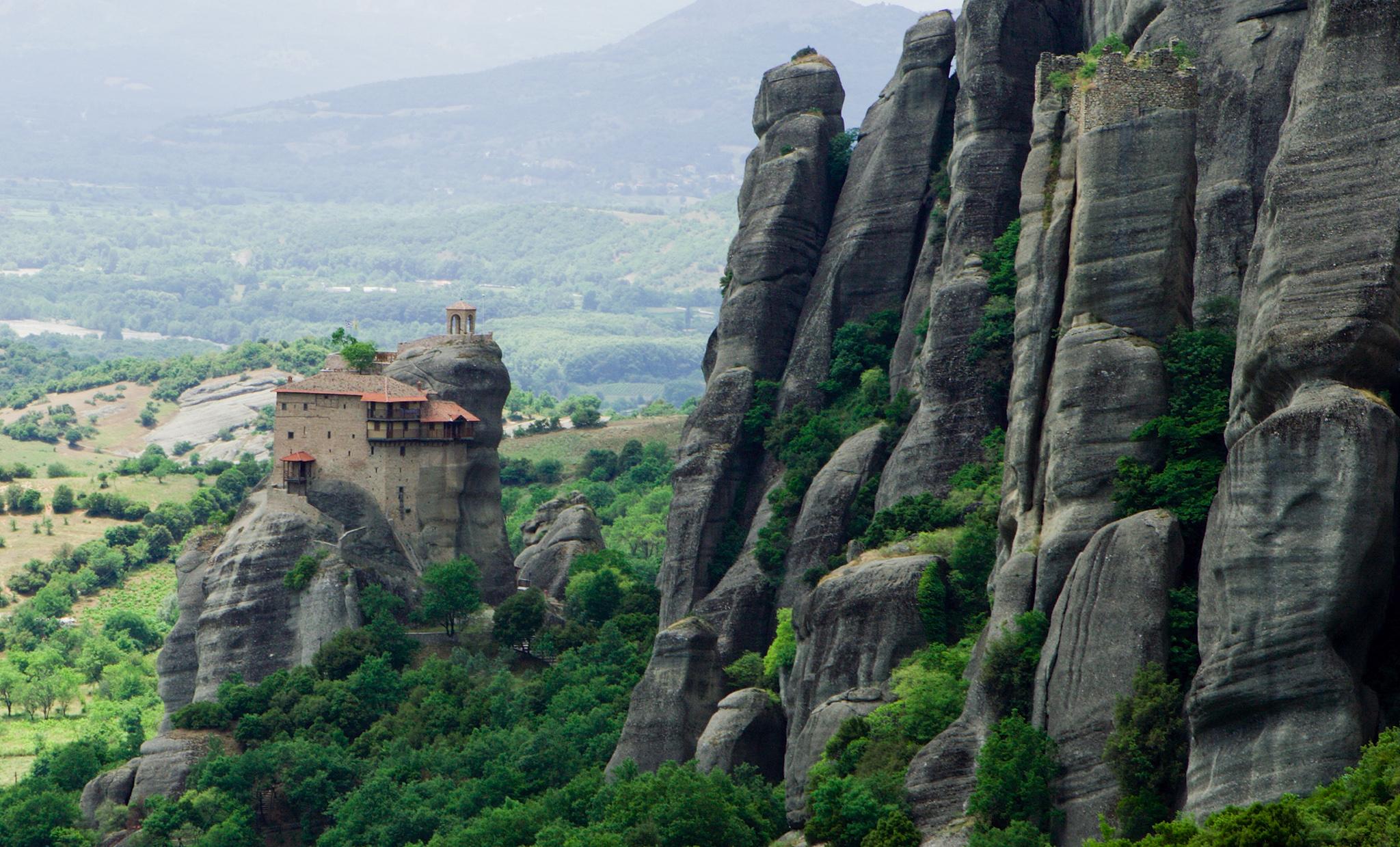 Resultado de imaxes para The Meteora Monasteries  METEORA, GRECIA