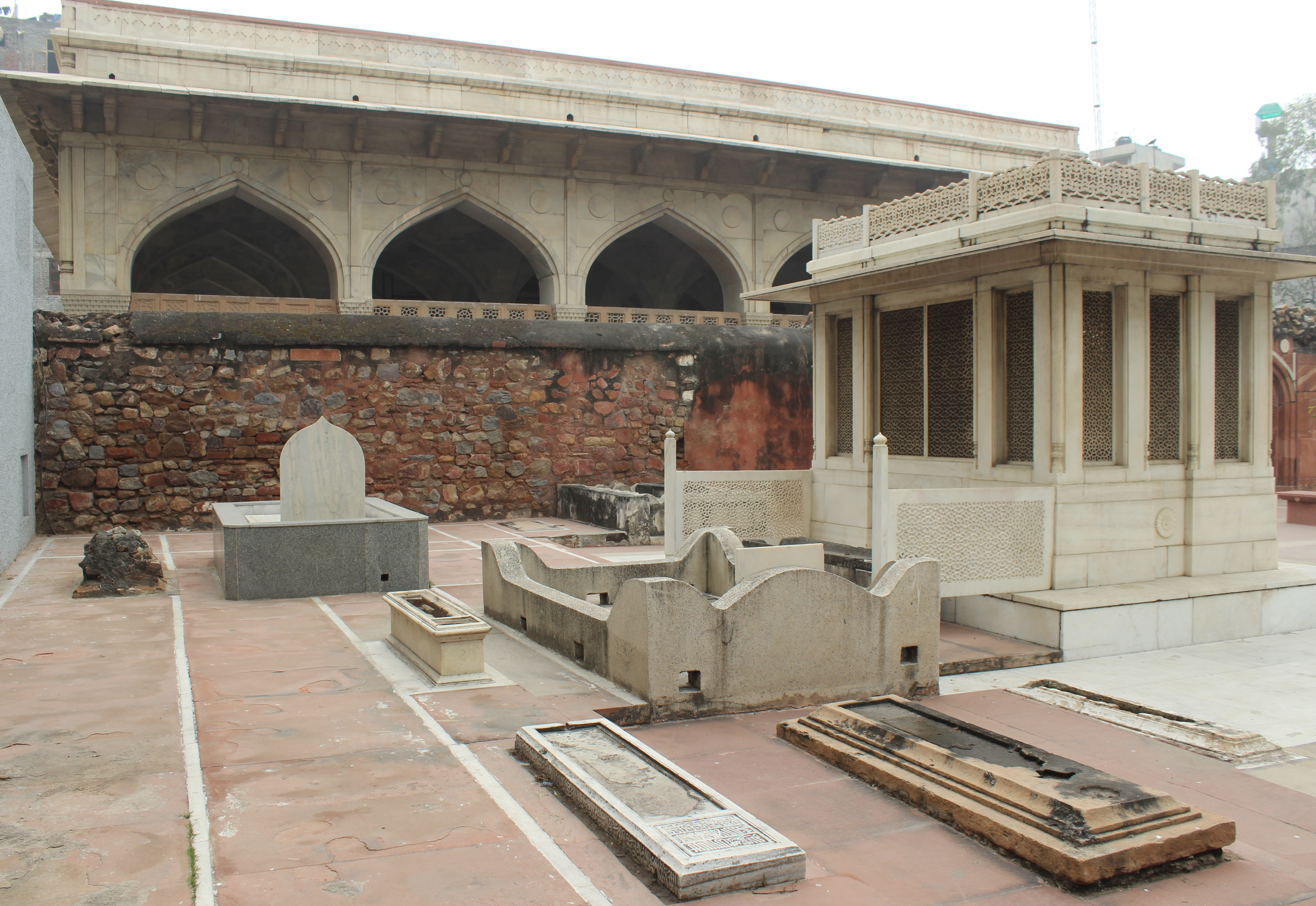 File:Mirza Ghalib and others tomb 06 jpg - Wikimedia Commons