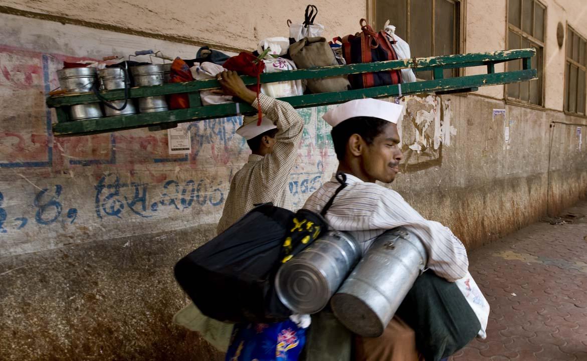 File Mumbai Dabbawala Or Tiffin Wallahs 200 000 Tiffin