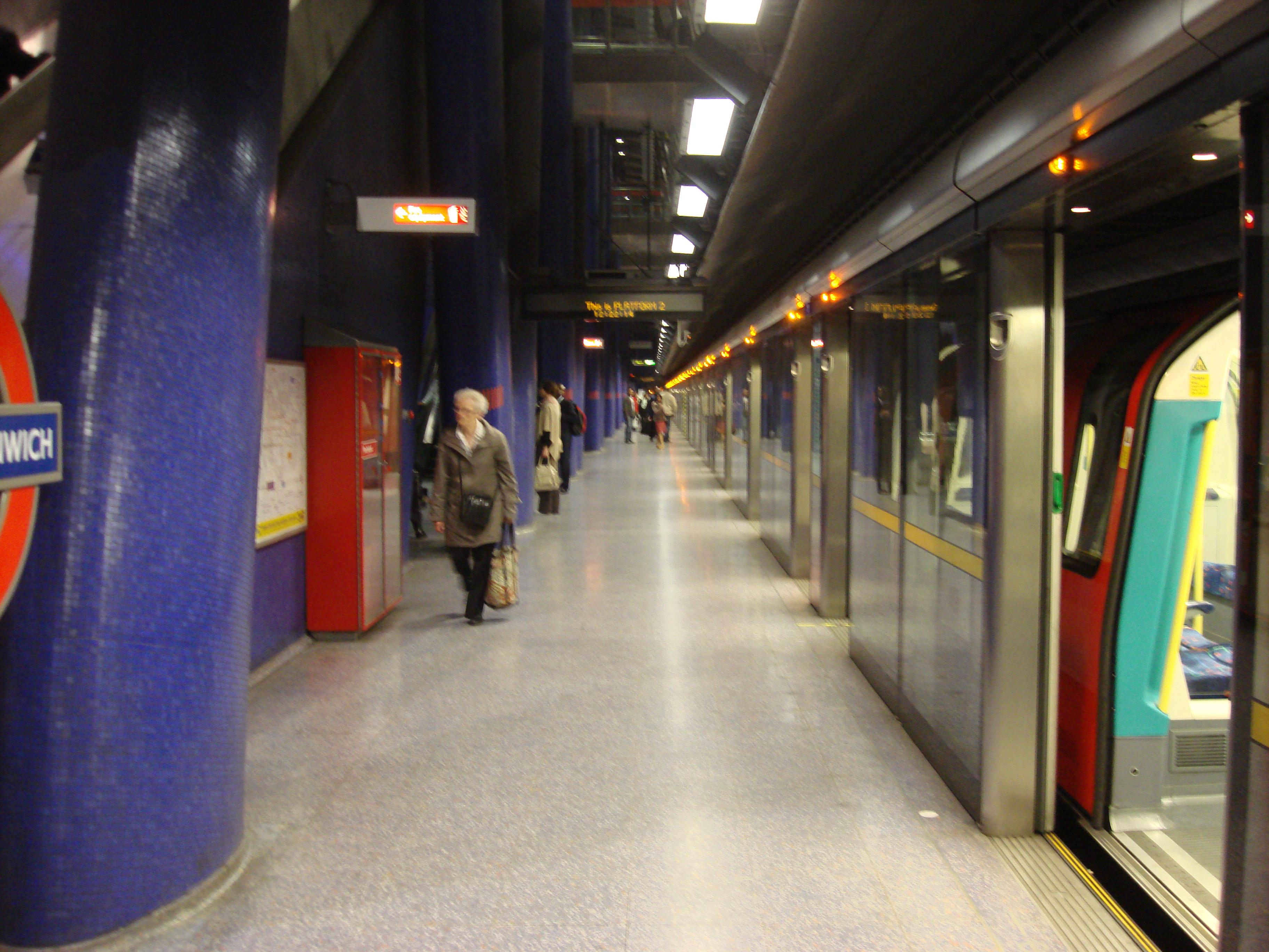 file north greenwich tube station platform. Black Bedroom Furniture Sets. Home Design Ideas