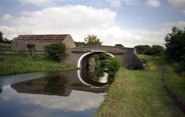 Old Hall Bridge 160, Leeds and Liverpool Canal - geograph.org.uk - 791829