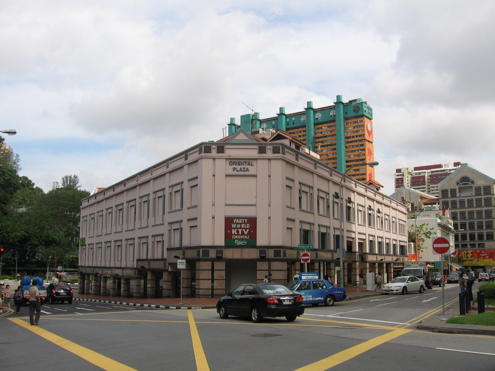 Redistribution >> File:Oriental Plaza, Dec 05.JPG - Wikimedia Commons
