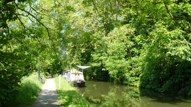 File:Oxford - Canal Towpath - geograph.org.uk - 1327978.jpg