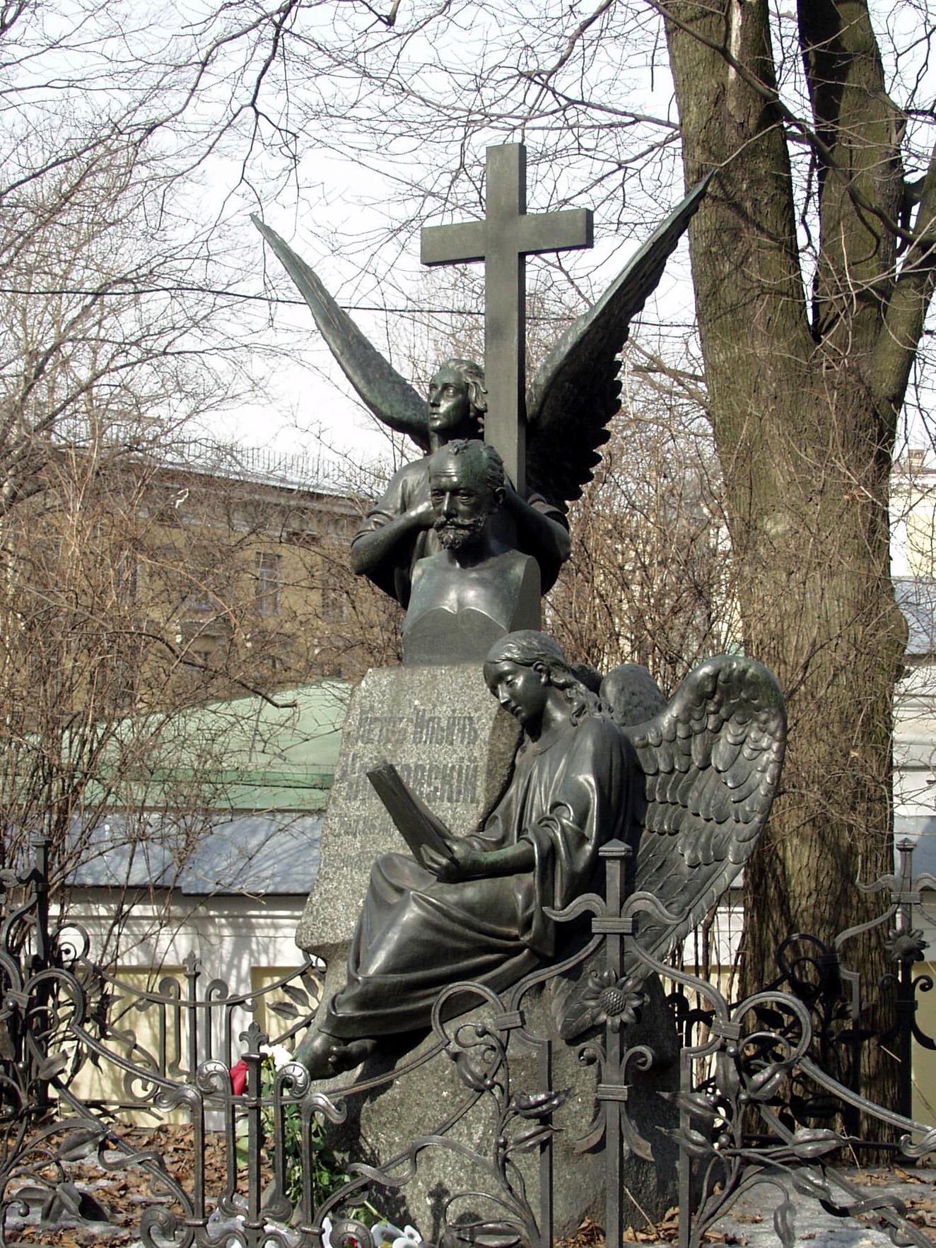 La tumba de Chaikovski en el Monasterio de Alejandro Nevski.