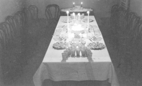 File:Party Table Setting Goshen, Indiana (6941340345).jpg