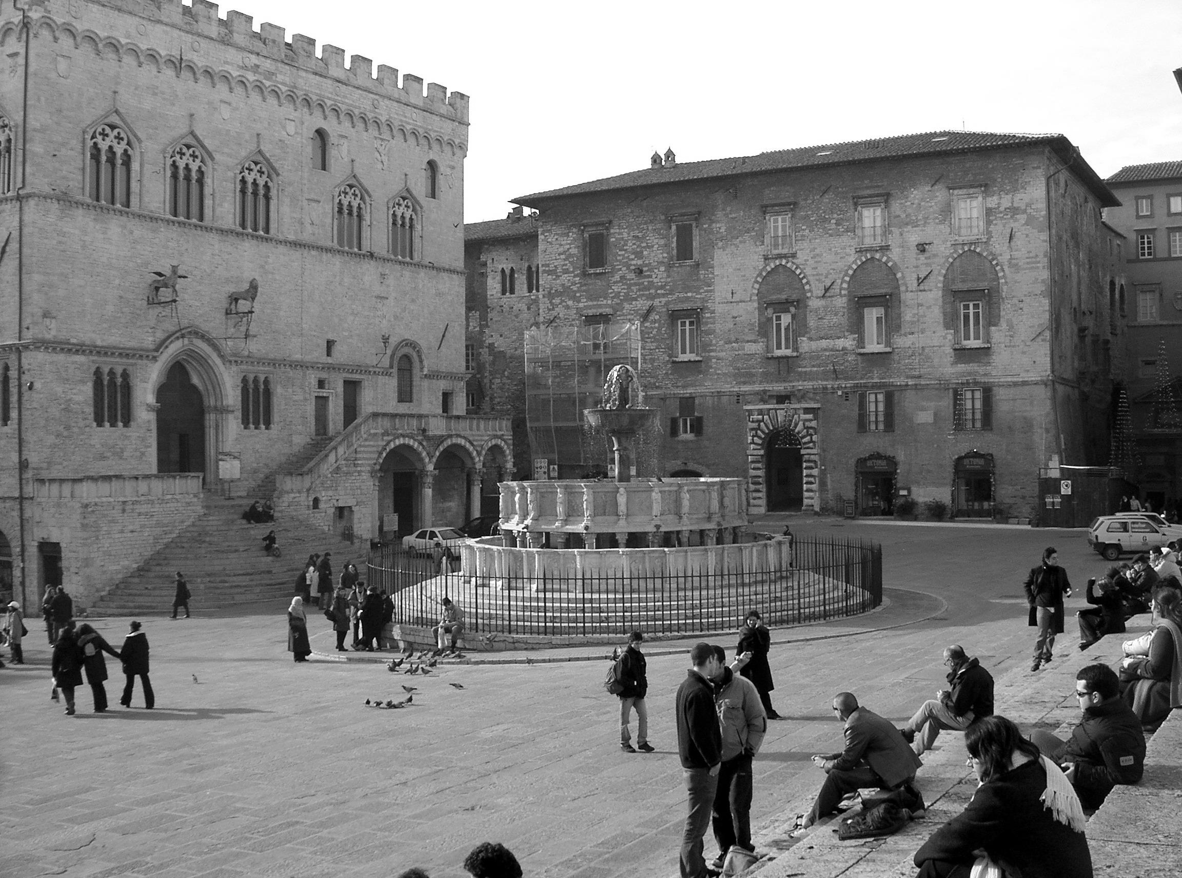 Restr perugia piazza iv wikipedia for Arredare milano piazza iv novembre