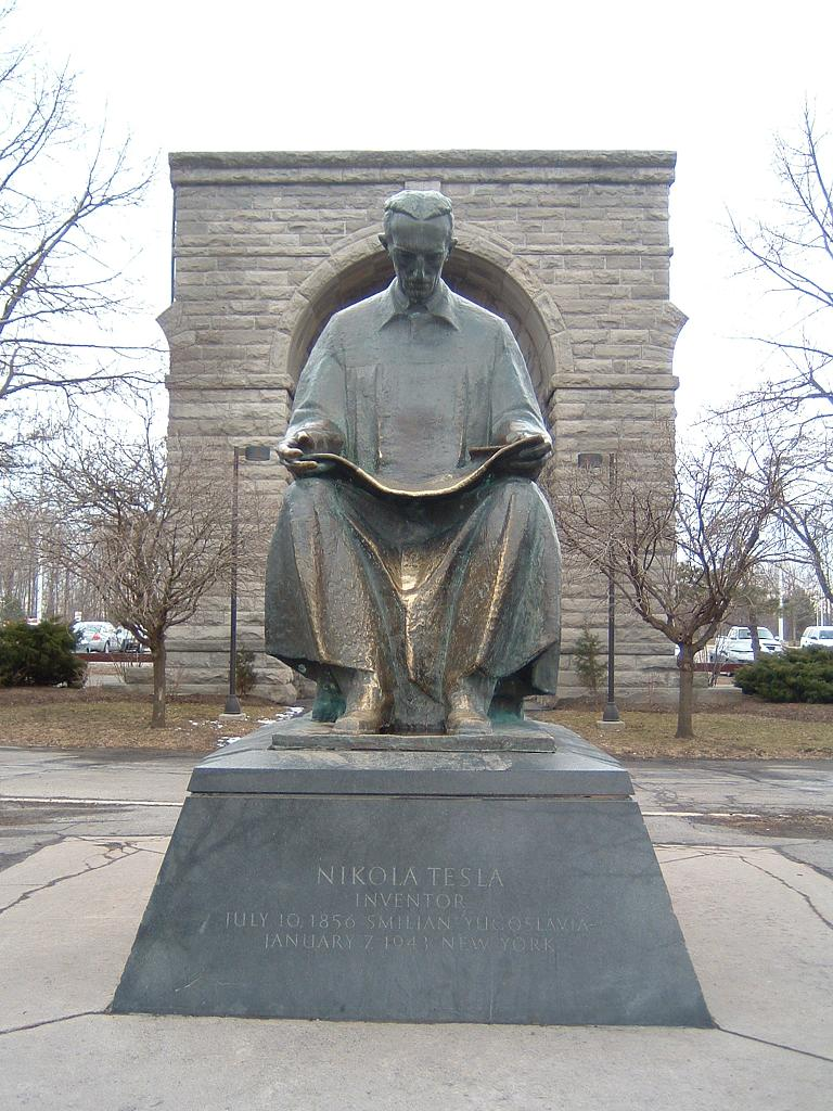 Photo statue nikola-tesla 01.jpg