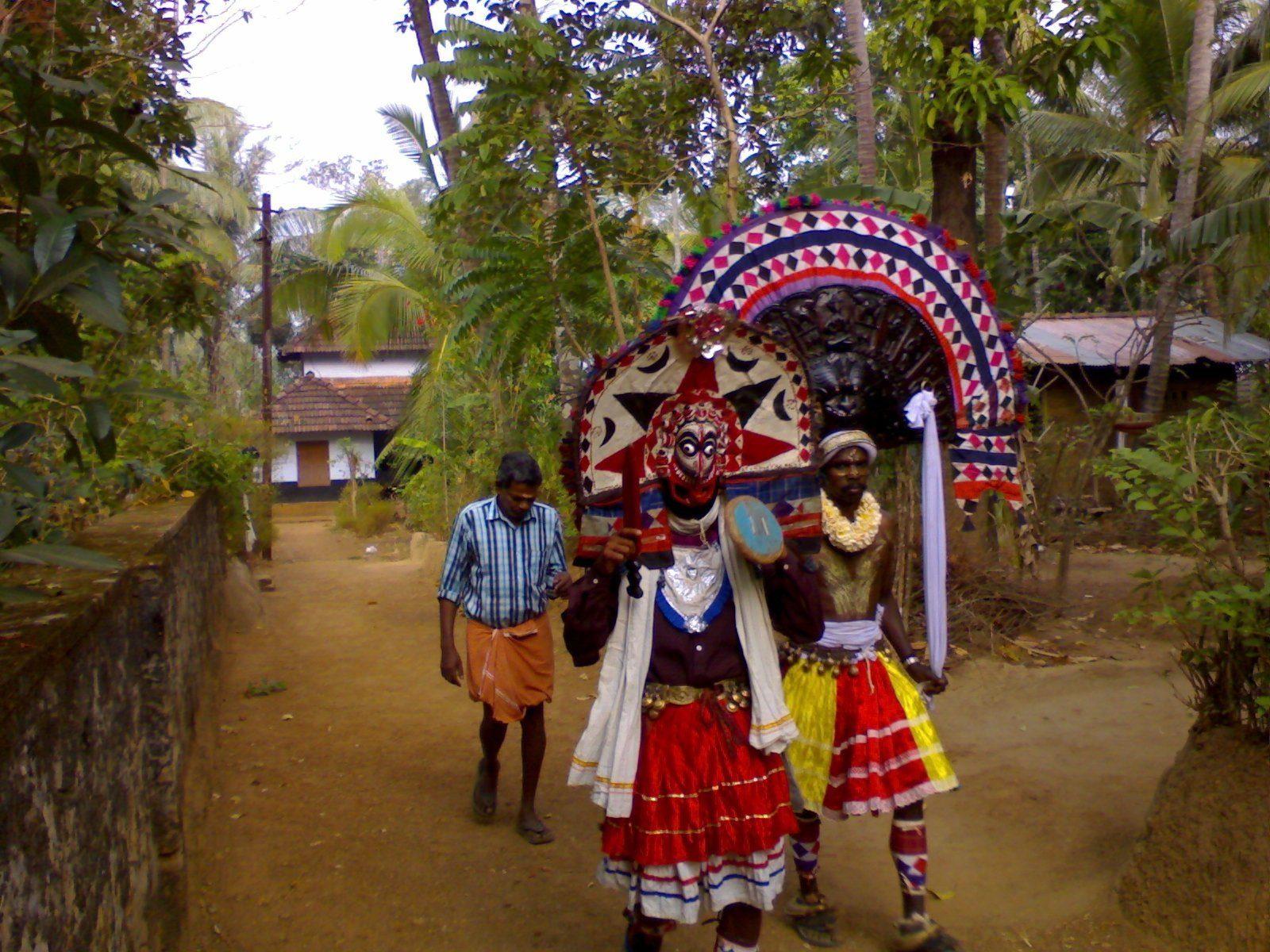 Poothan And Thira Wikipedia