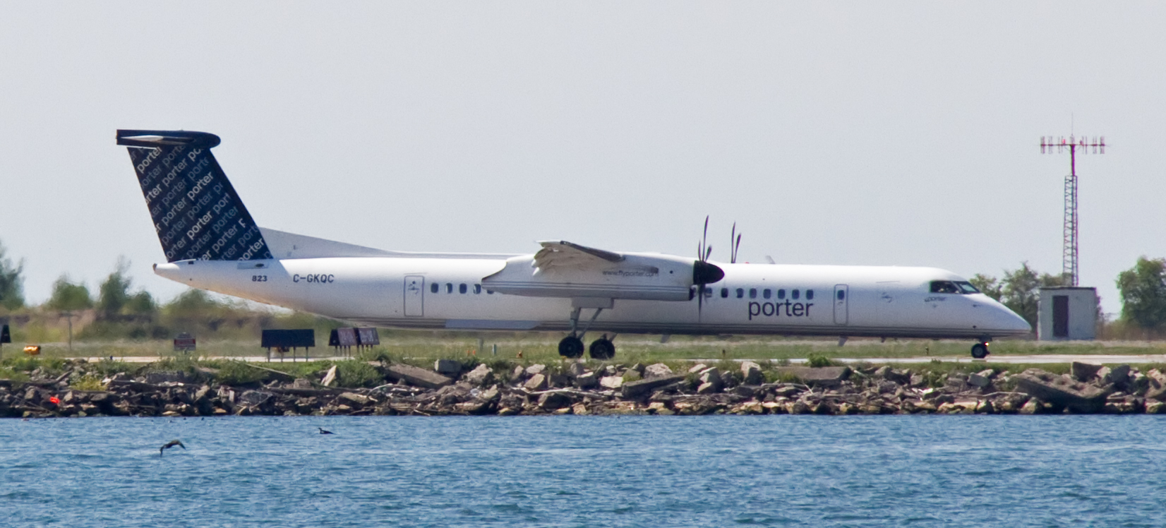 File porter airlines de havilland canada dhc 8 402q dash 8 for Porter canada