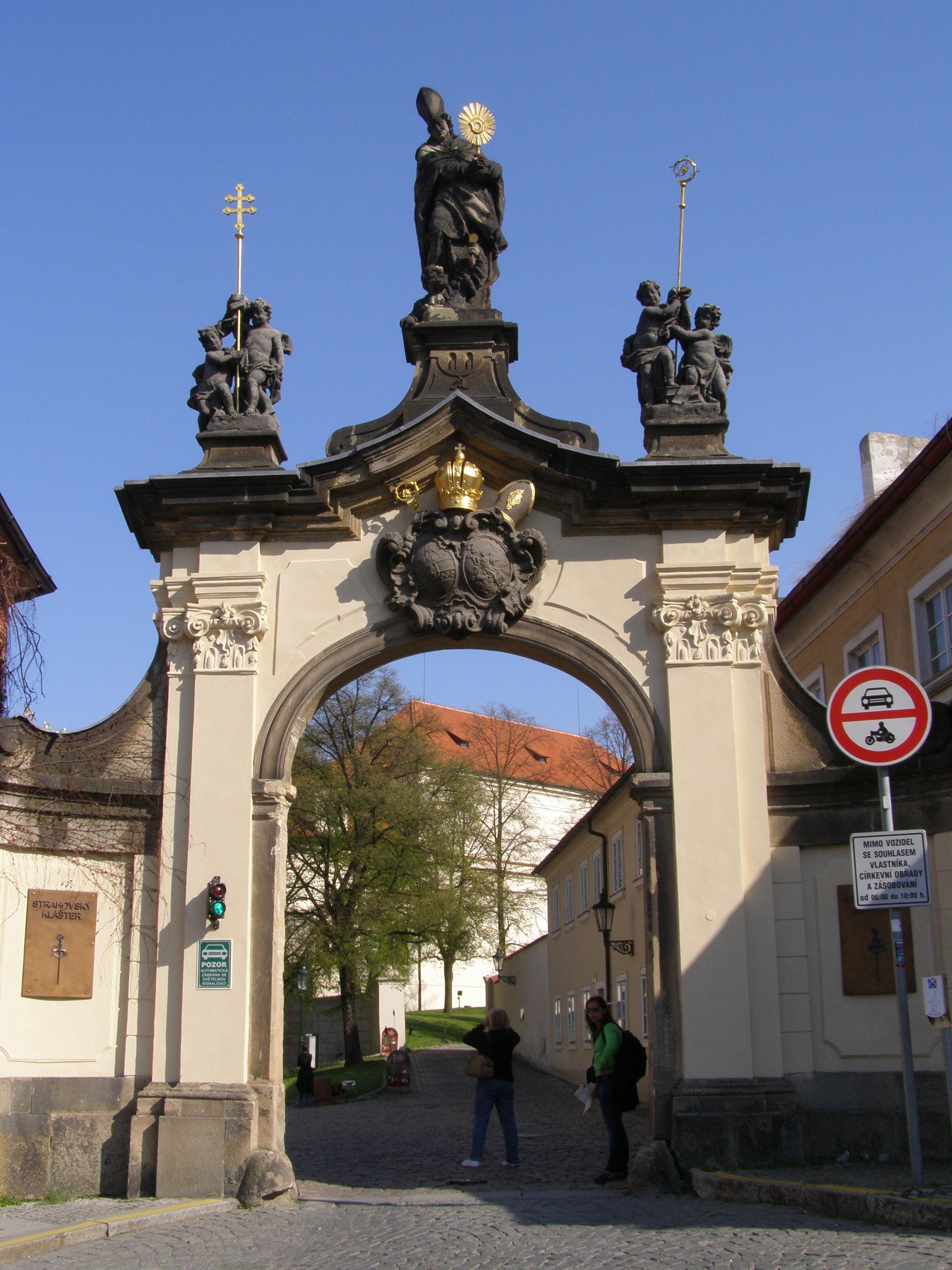 Klaster Praha File:praha Strahovský Klášter