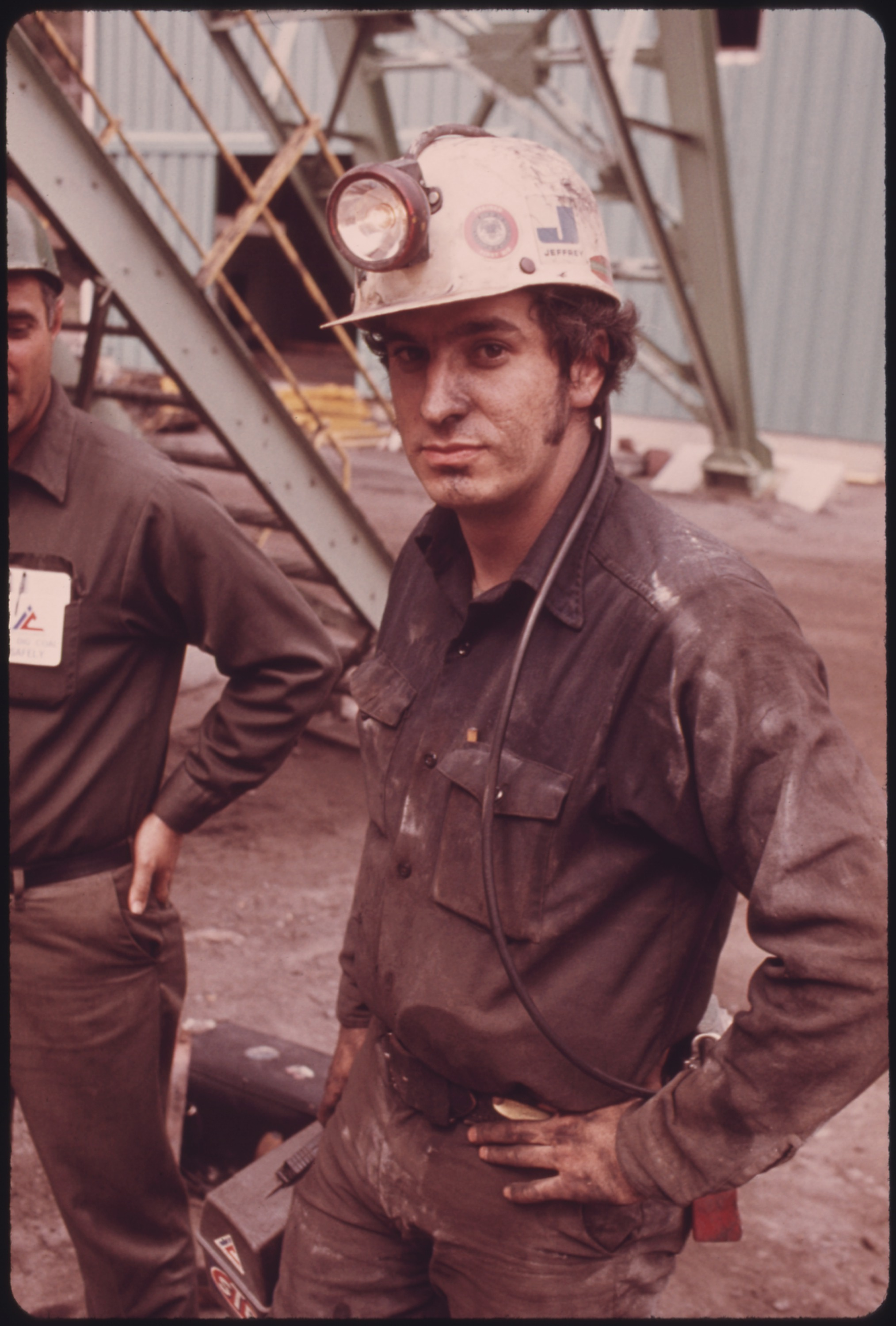 RALEIGH_WORLEY%2C_A_SECTION_FOREMAN_WITH_VIRGINIA-POCAHONTAS_COAL_COMPANY_MINE_%5E4_NEAR_RICHLANDS%2C_VIRGINIA._HE_IS_A..._-_NARA_-_556391