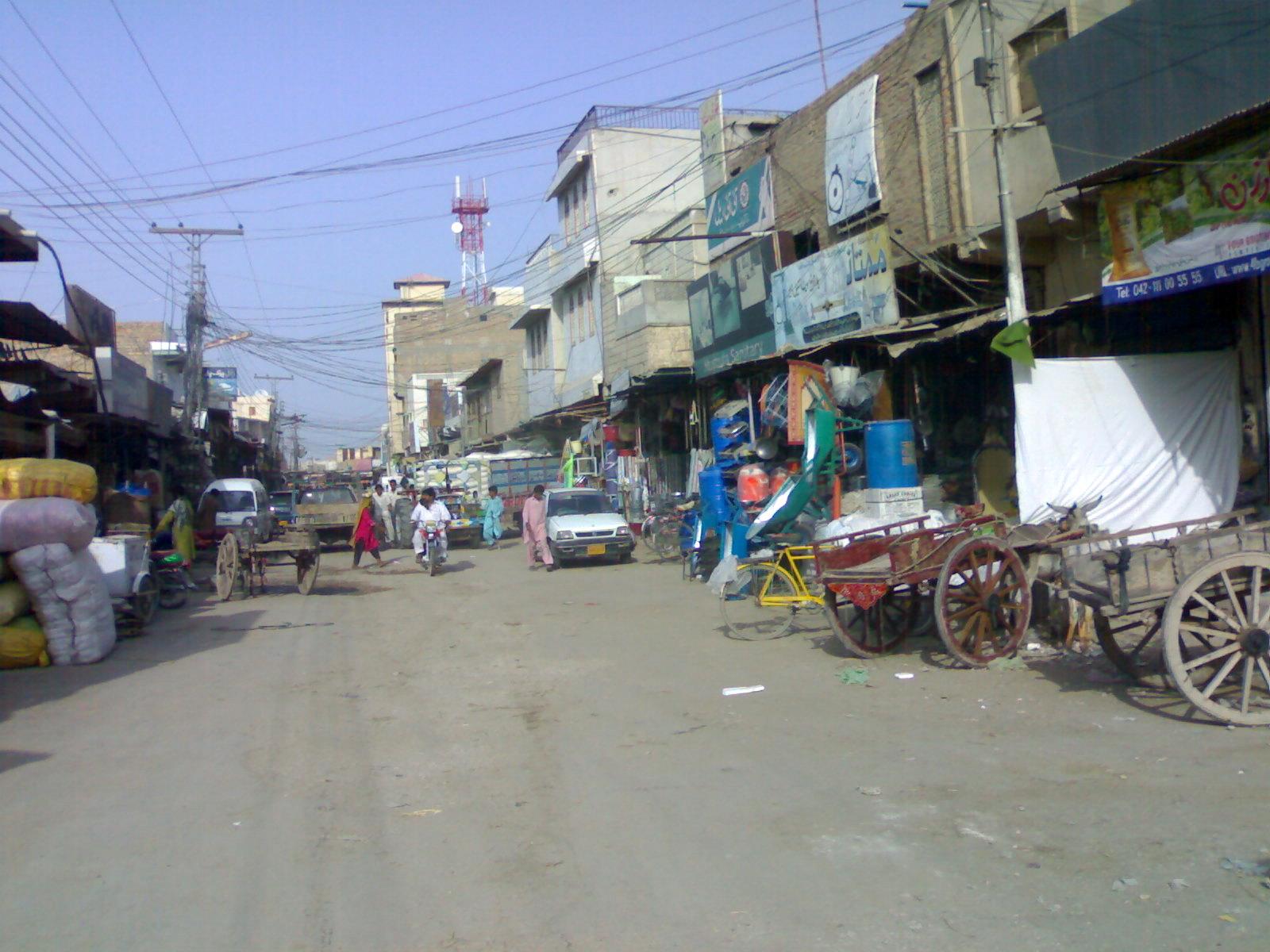 File:Railway Station Road Dadu - panoramio.jpg