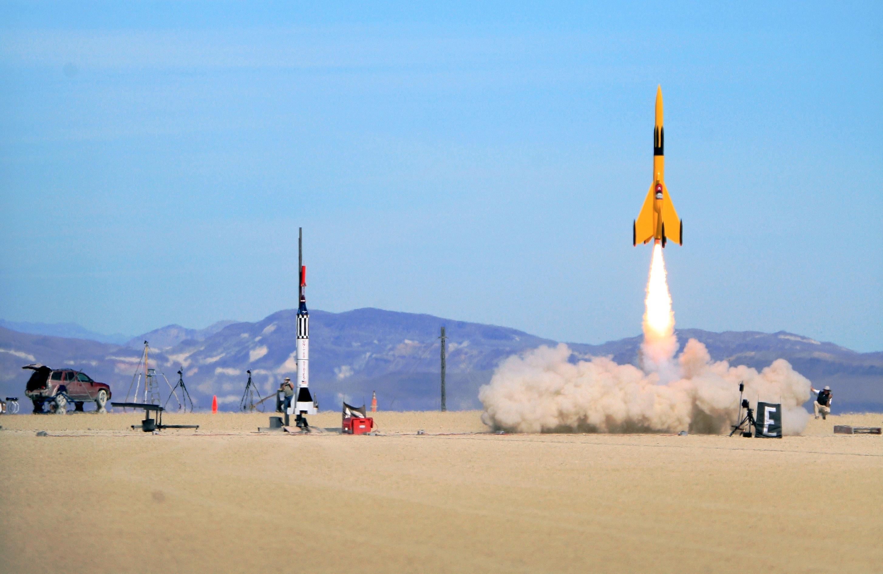 rocket-img