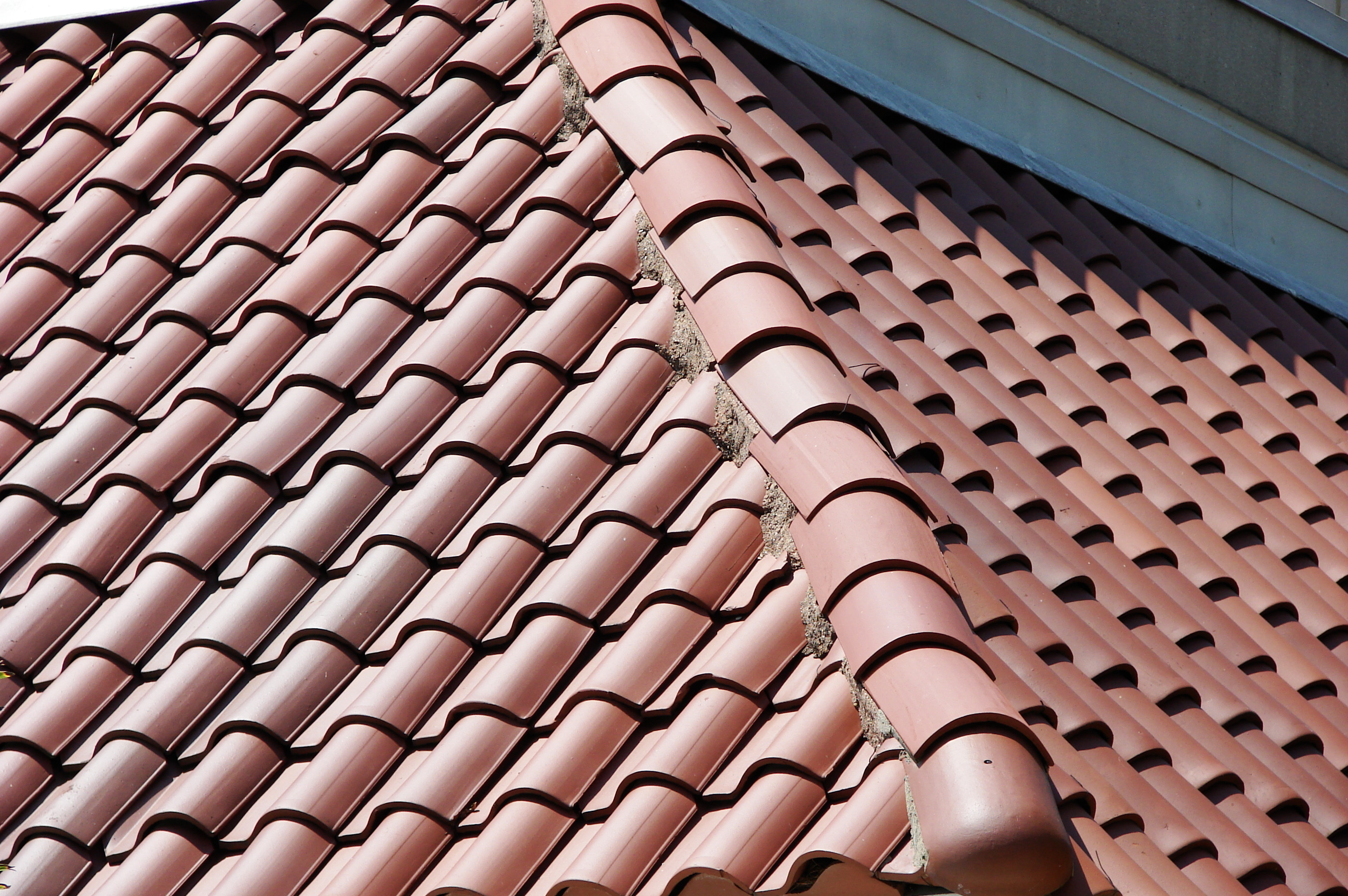 File roof tile wikimedia commons Spanish clay tile