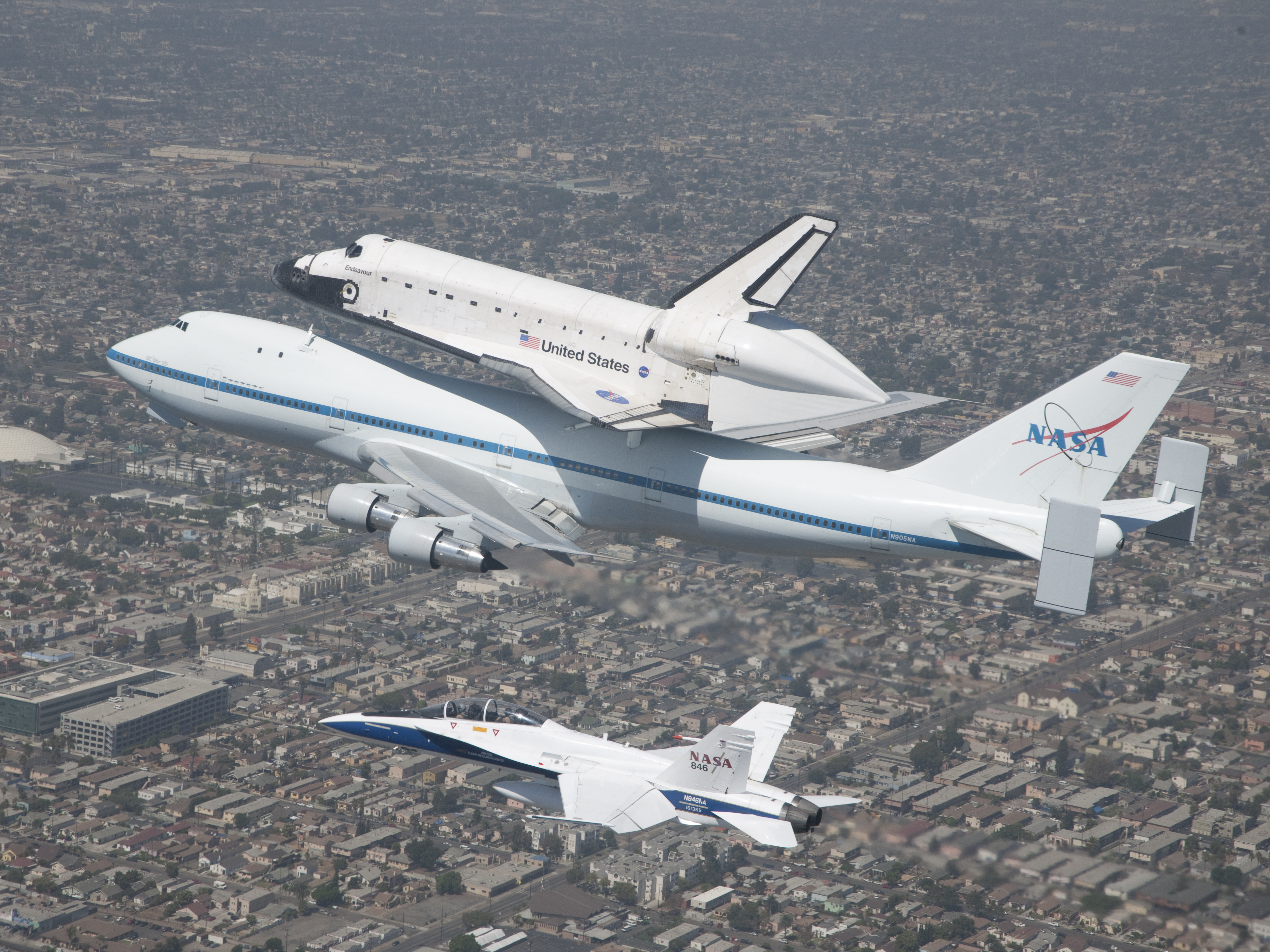 File:SCA and Endeavour escorted by FA-18, on approach to LAX (ED12 ...