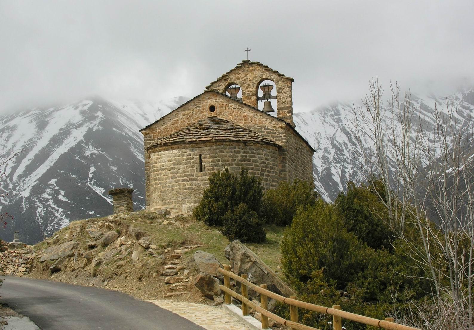 Ermita del lado del ábside