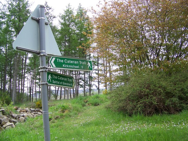 Sign for the Cateran Trail at Enochdhu - geograph.org.uk - 828795