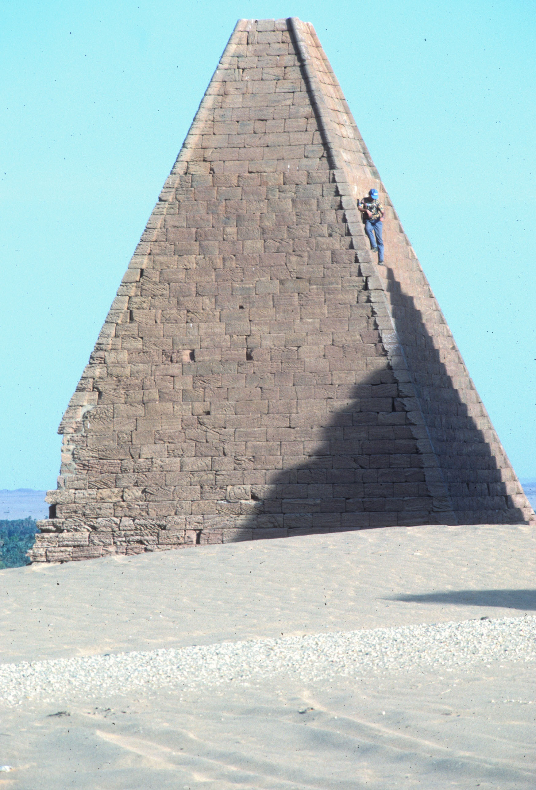File:Steep Pyramid.jpg - Wikimedia Commons