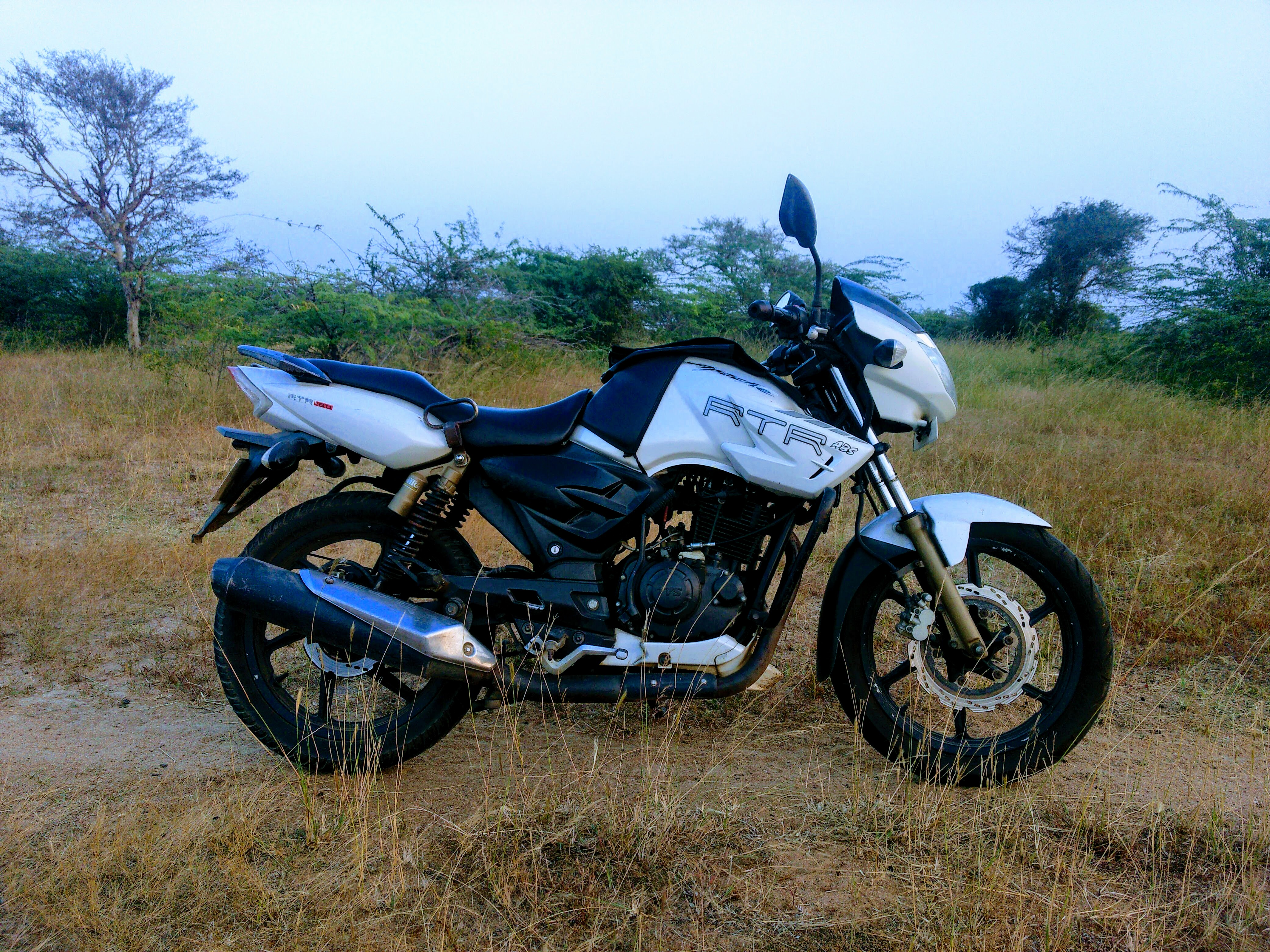 File:TVS Apache RTR 180 ABS 2011 model parked  jpg - Wikipedia