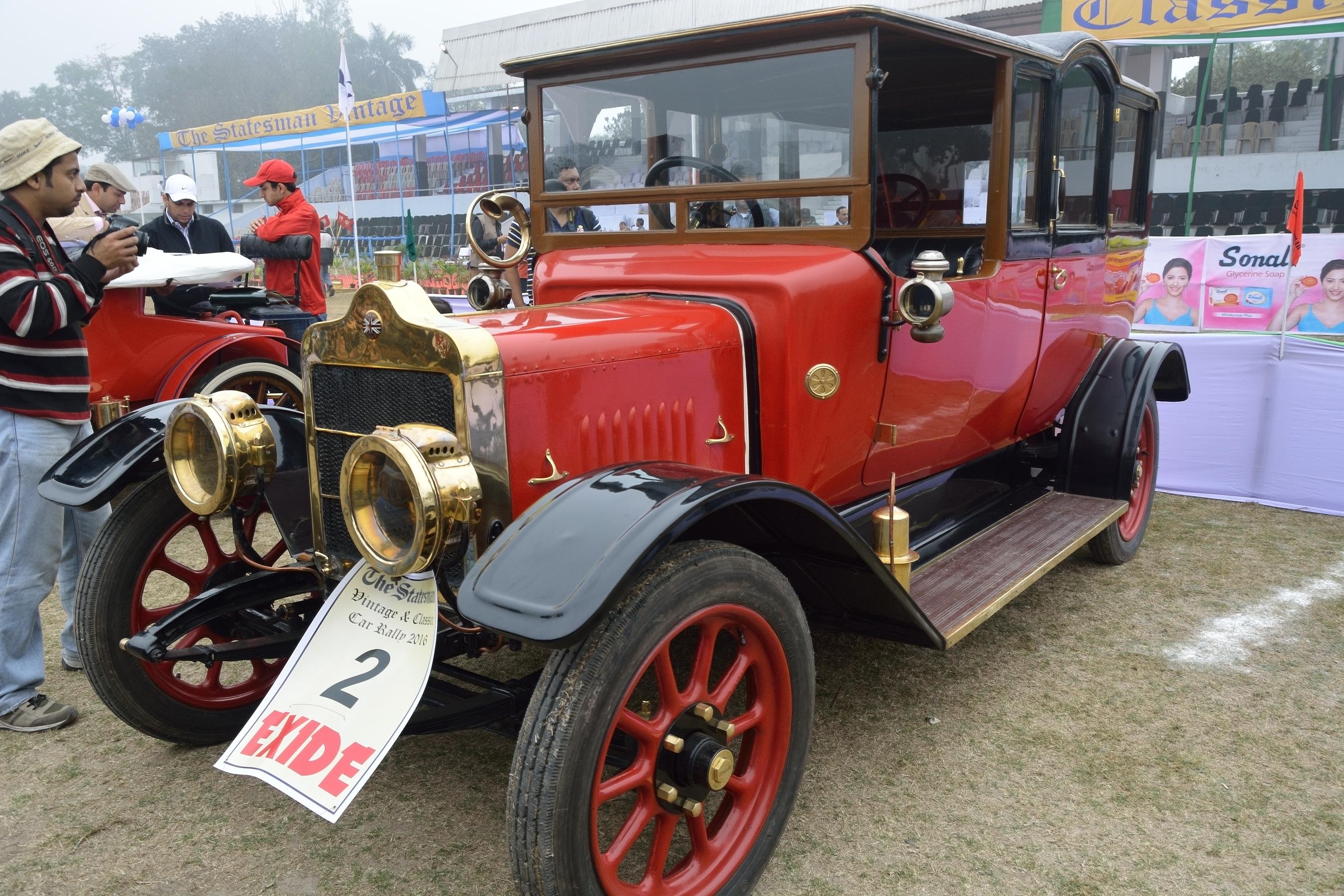 File:Vintage Car Rally 2016 04.jpg - Wikimedia Commons