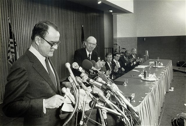 File:William Ruckelshaus 1984b.jpg