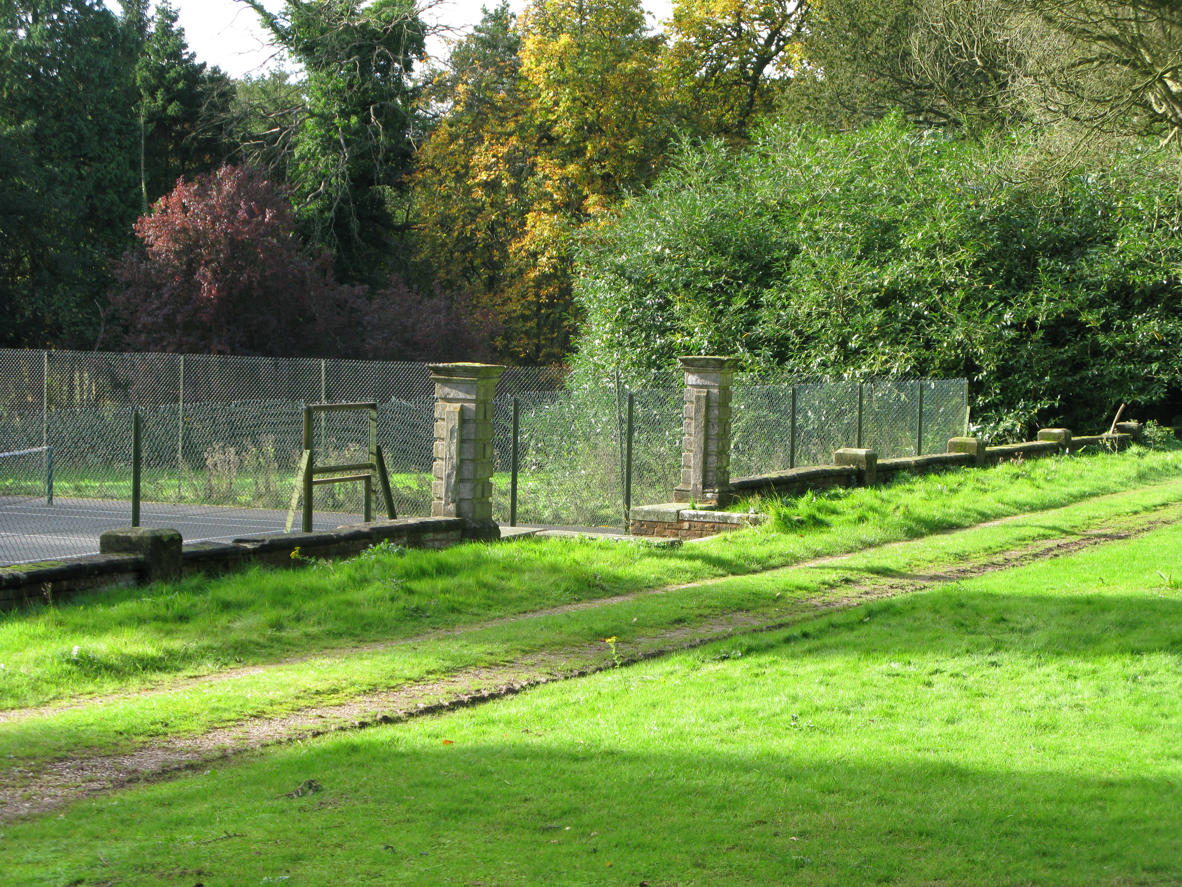 File Wroxall Abbey Retaining Wall And Gate Piers Jpg Wikimedia Commons