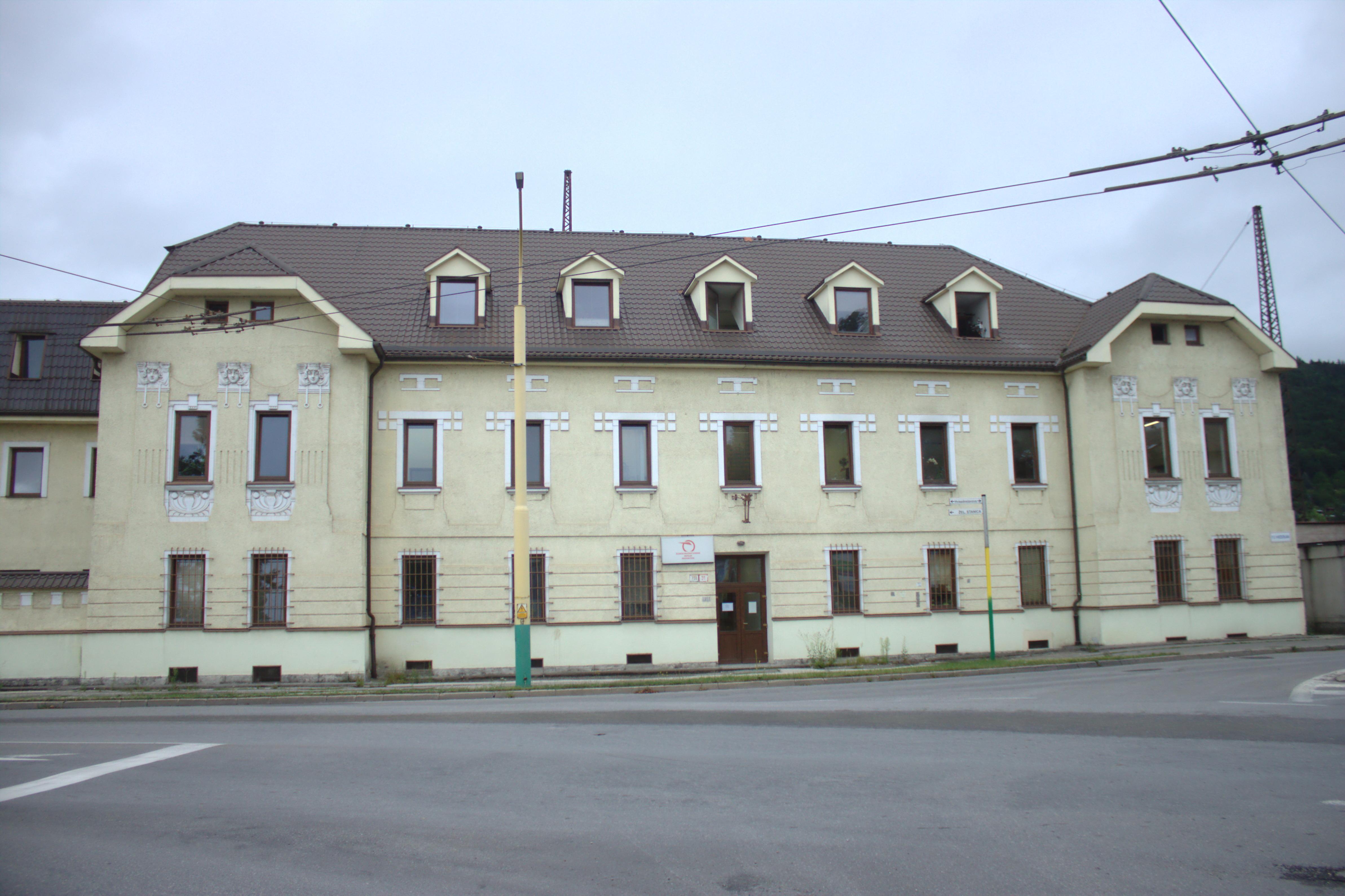 b4ec53c97 File:Žilina, budova u nádraží II.jpg - Wikimedia Commons