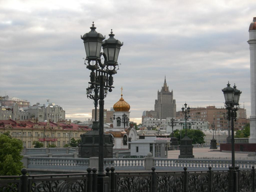 File:Фонари у Храма Христа Спасителя.jpg - Wikimedia Commons