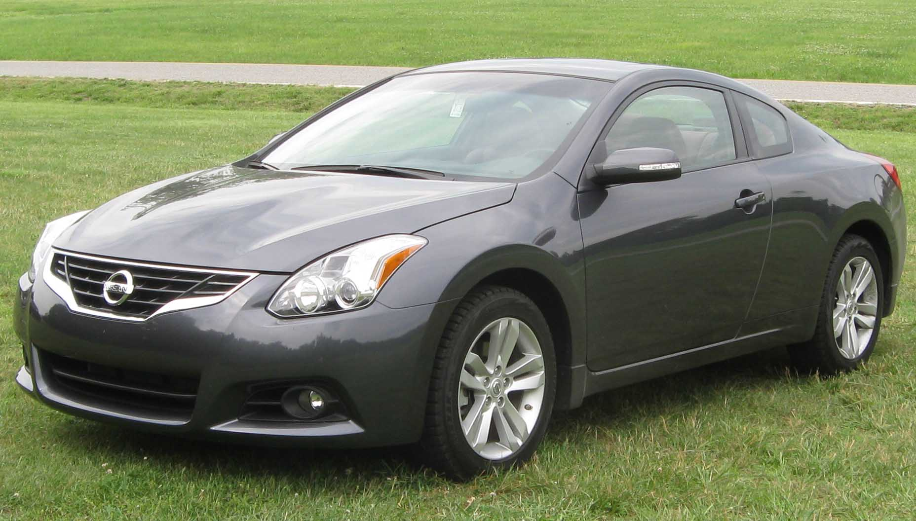file 2010 nissan altima 2 5sl coupe 1 06 05 wikimedia commons. Black Bedroom Furniture Sets. Home Design Ideas