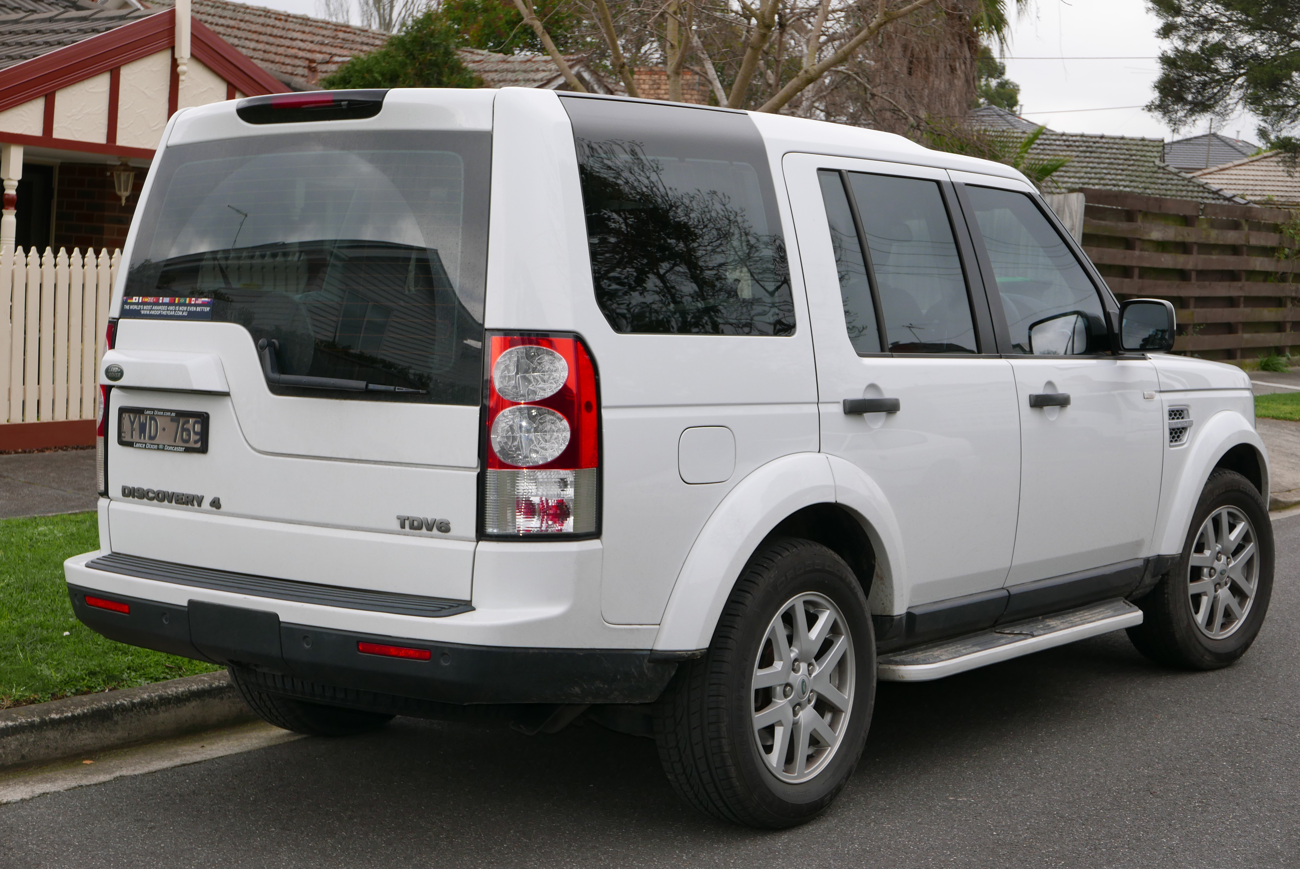 file 2012 land rover discovery 4 l319 my12 tdv6 wagon 2015 08 07 wikimedia commons. Black Bedroom Furniture Sets. Home Design Ideas