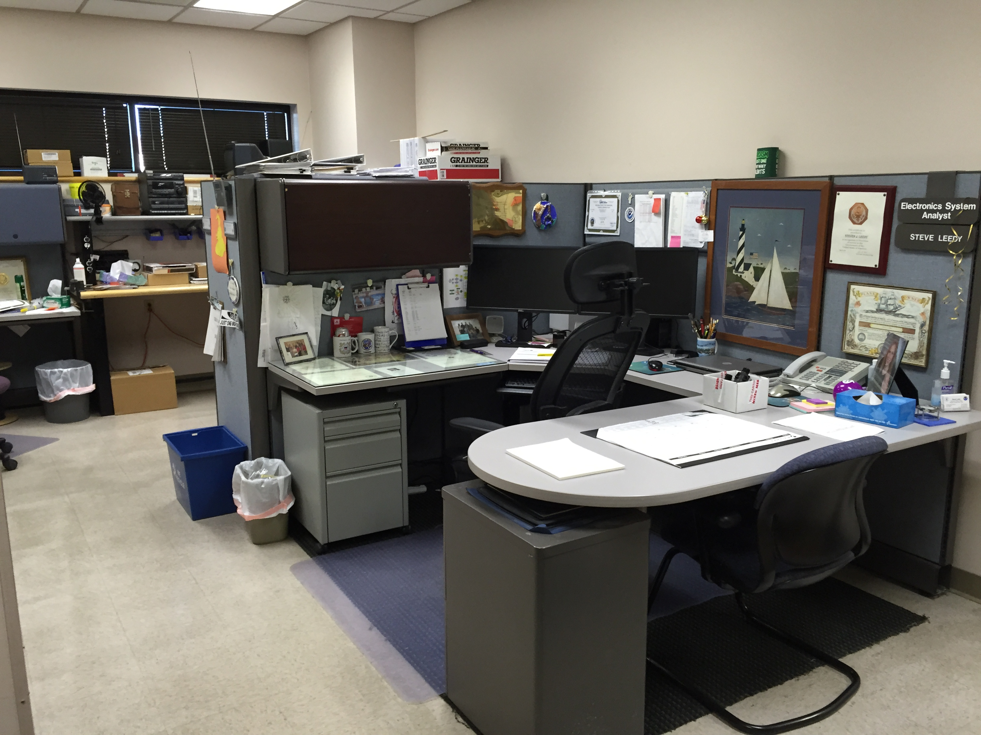 File    Electronics Technicians Desks At The - Nws us weather map